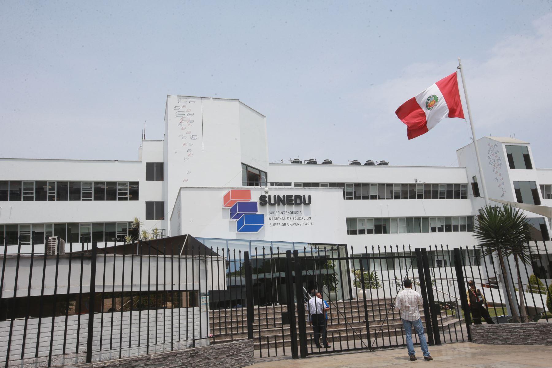 Sunedu ofrece servicio virtual de verificación de firmas para trámites  universitarios | Noticias | Agencia Peruana de Noticias Andina