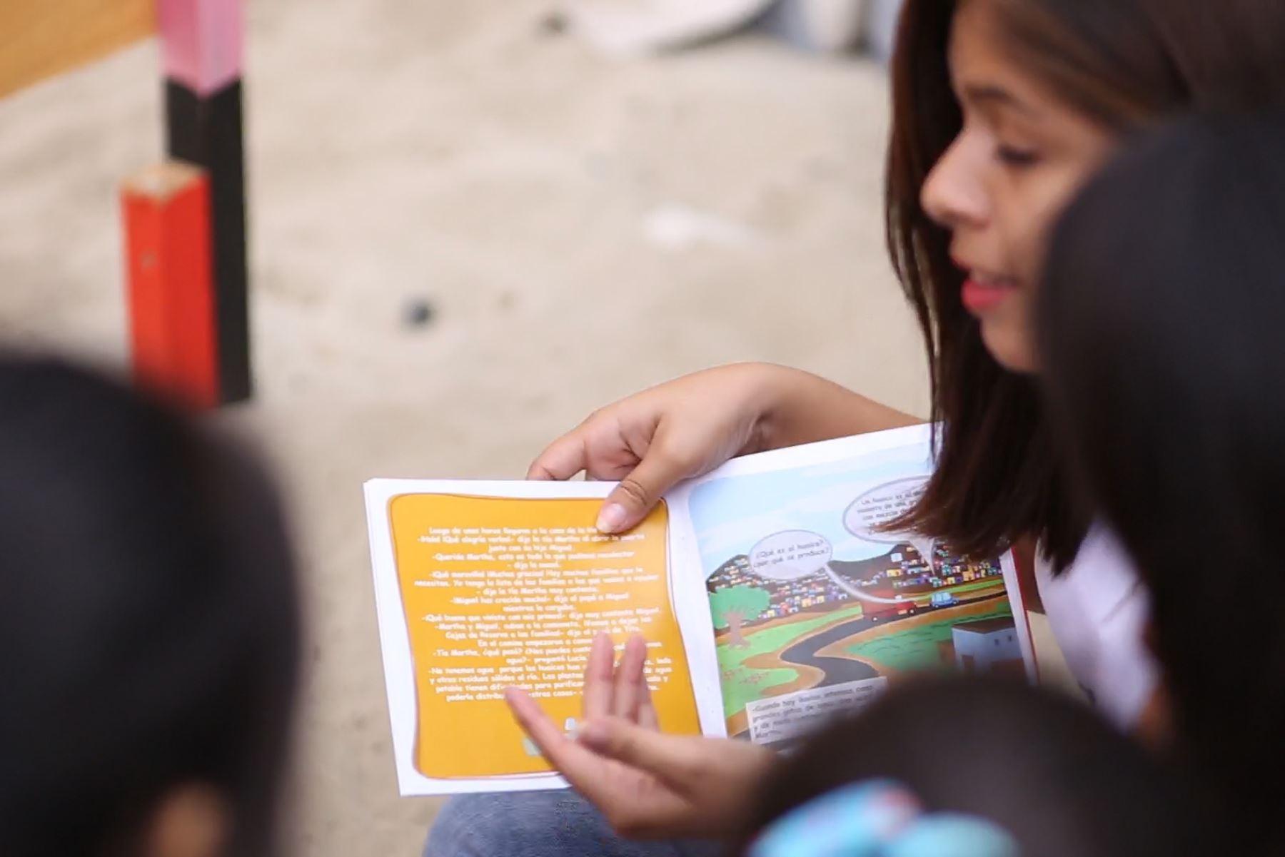 Donan más de 400 cuentos infantiles sobre prevención en zonas afectadas por El Niño en Piura. ANDINA/Difusión