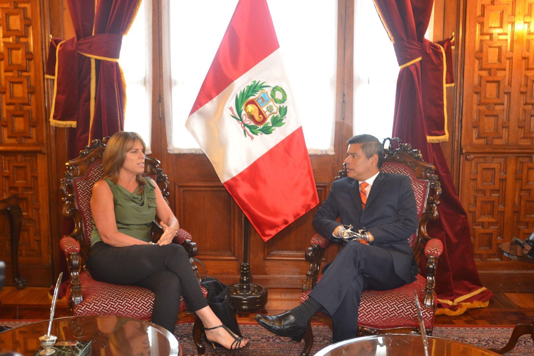 Reunión entre canciller Cayetana Aljovín, y presidente del Congreso, Luis Galarreta.