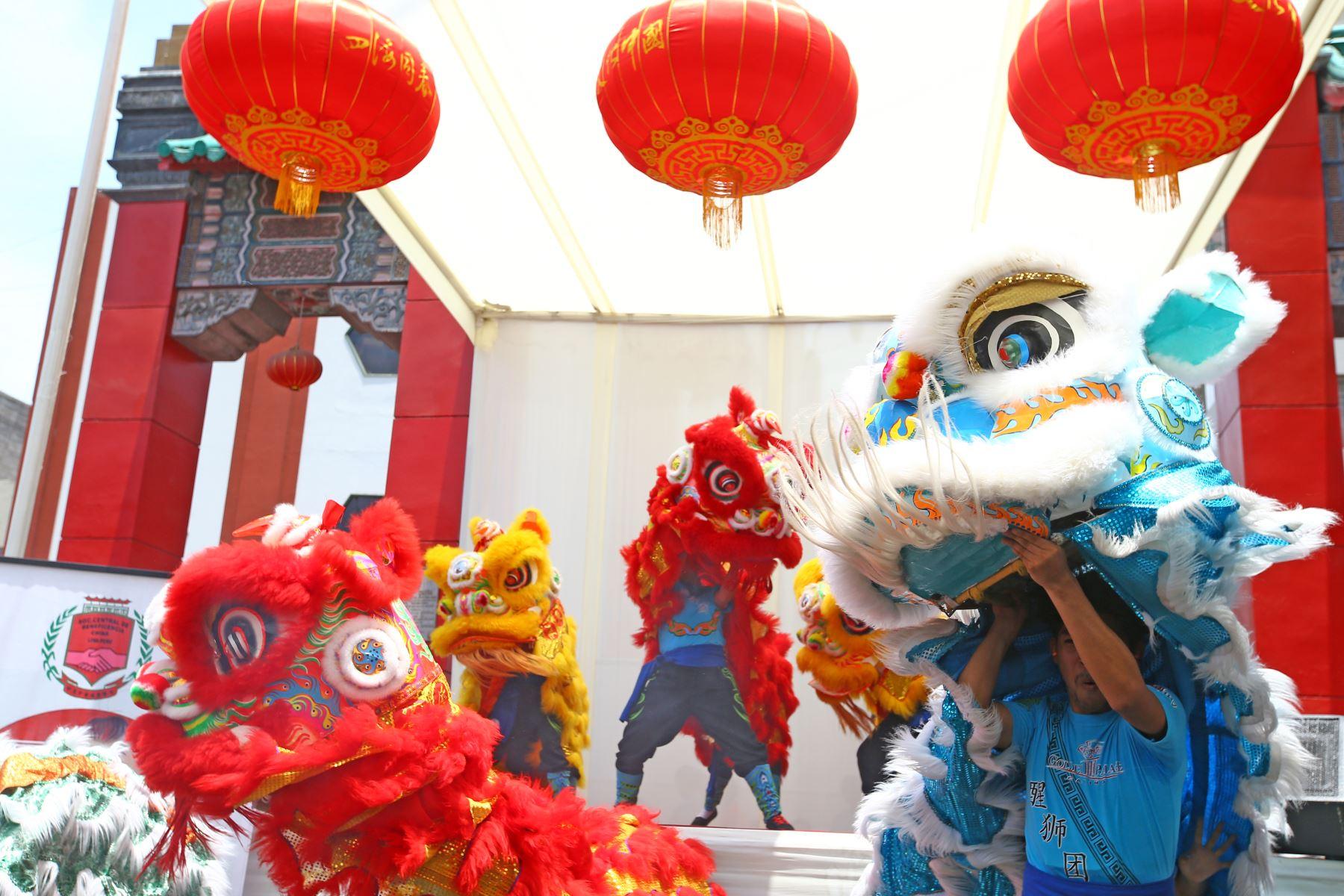 LIMA PERÚ - FEBRERO 16. El Barrio Chino le da la bienvenida al Año Nuevo Chino con danzas del dragón y el león. Foto: ANDINA/Melina Mejía