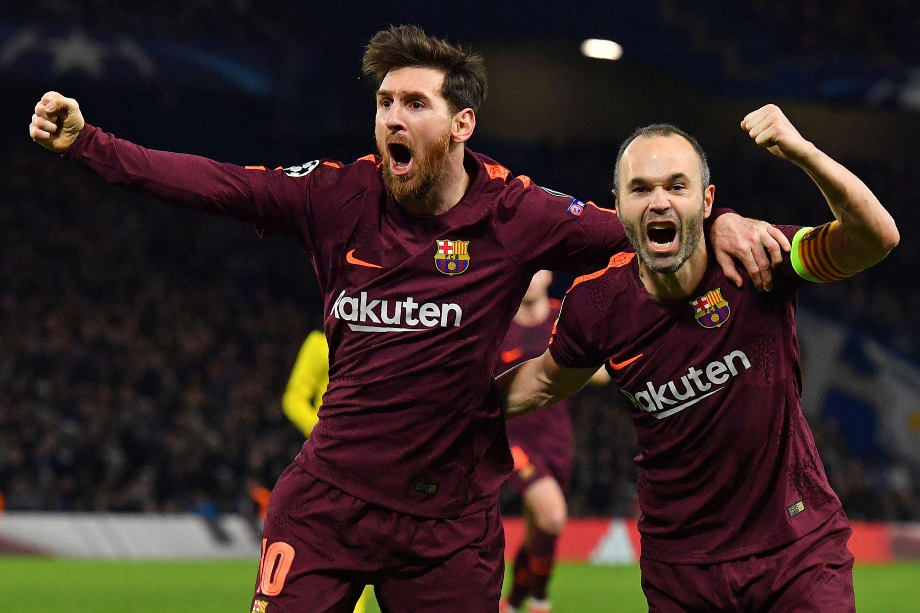 El delantero argentino Lionel Messi celebra con sus compañeros de equipo el gol del empate ante el Chelsea en Londres. Foto: AFP