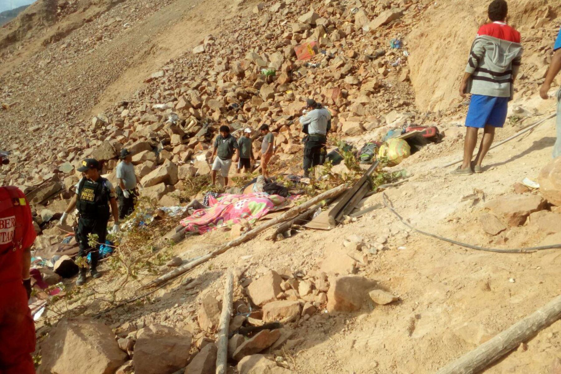 Bus cayó a abismo en Arequipa