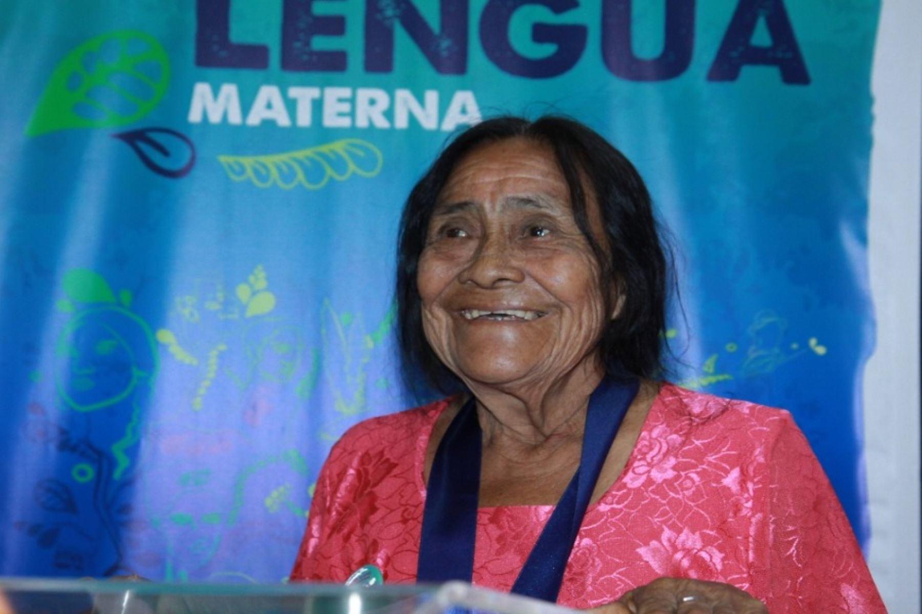 Nelita Rodríguez es distinguida por su contribución a la preservación de la lengua Iskonawa. Foto: Andina/Difusión