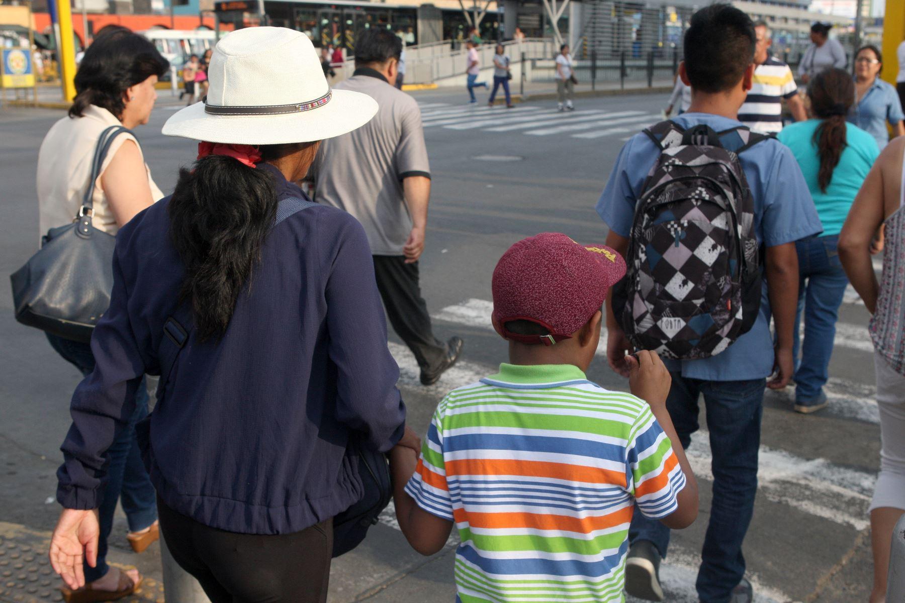 Protegerse con sombreros o gorras es recomendable ante el intenso calor que se espera desde hoy en el norte. Foto: ANDINA/Héctor Vinces