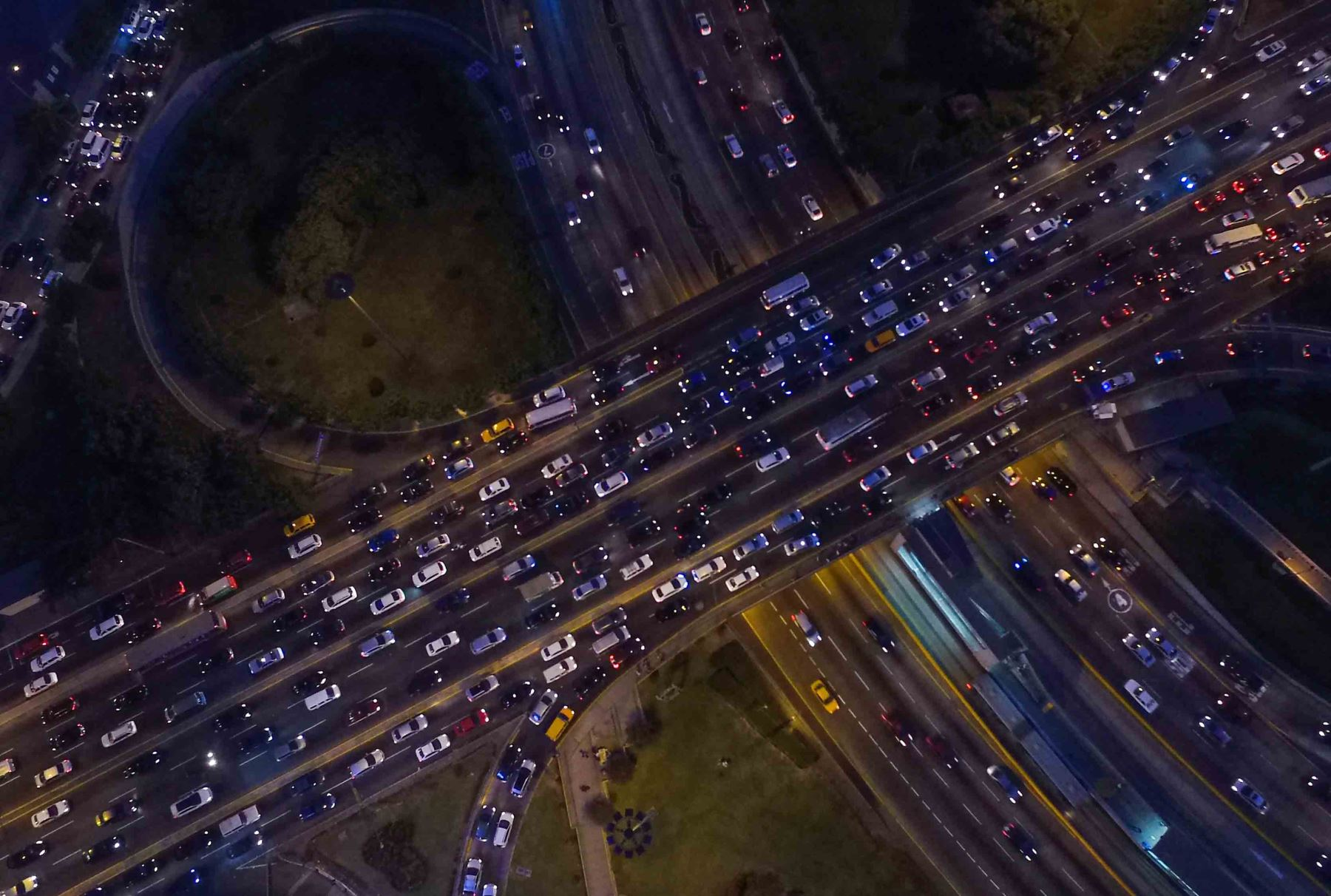 Luis Quispe Candia, director de Luz Ámbar, señaló que un buen sistema de semaforización también contribuirá a disminuir el tráfico en Javier Prado. Foto: ANDINA