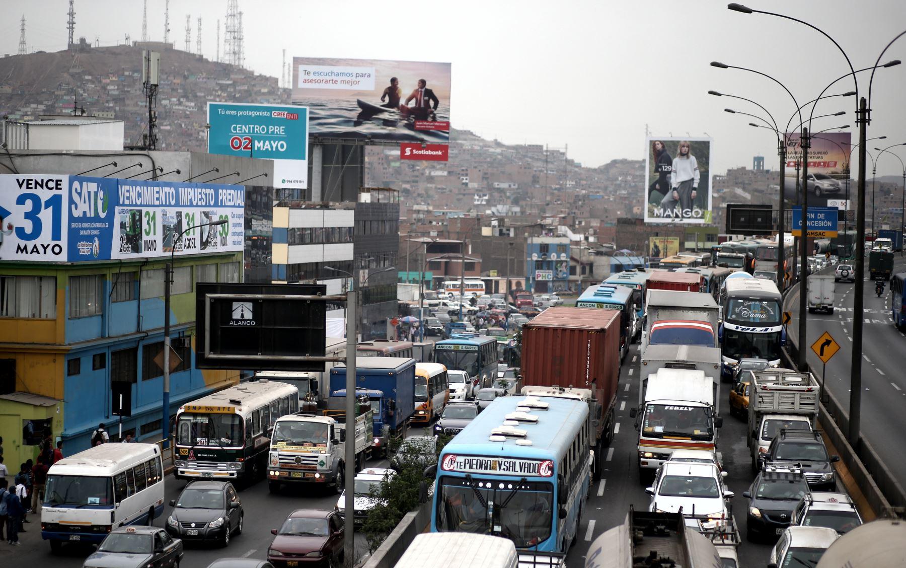 Crecimiento desordenado de Lima genera congestión vehicular. Foto: ANDINA