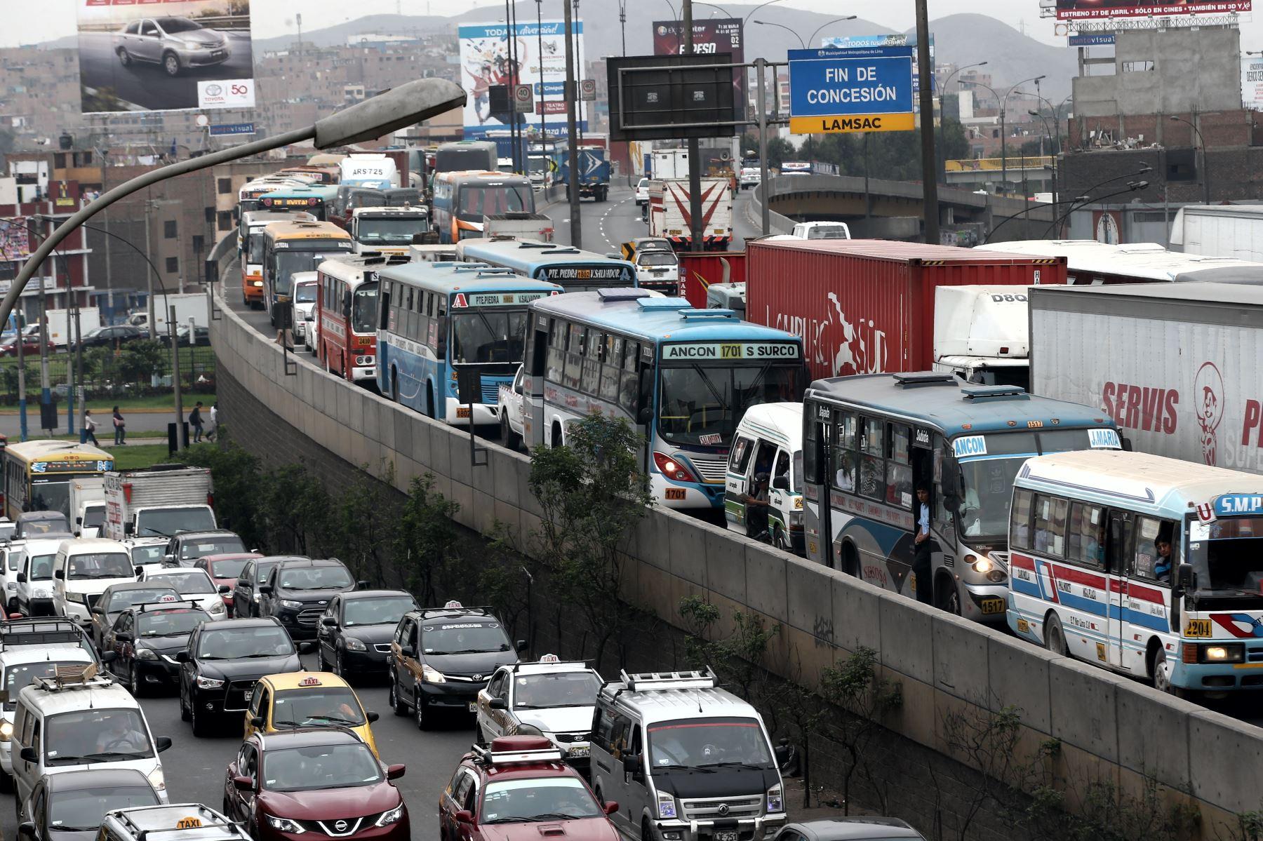 Soluciones al tráfico en Lima es vital para electores. Foto. ANDINA