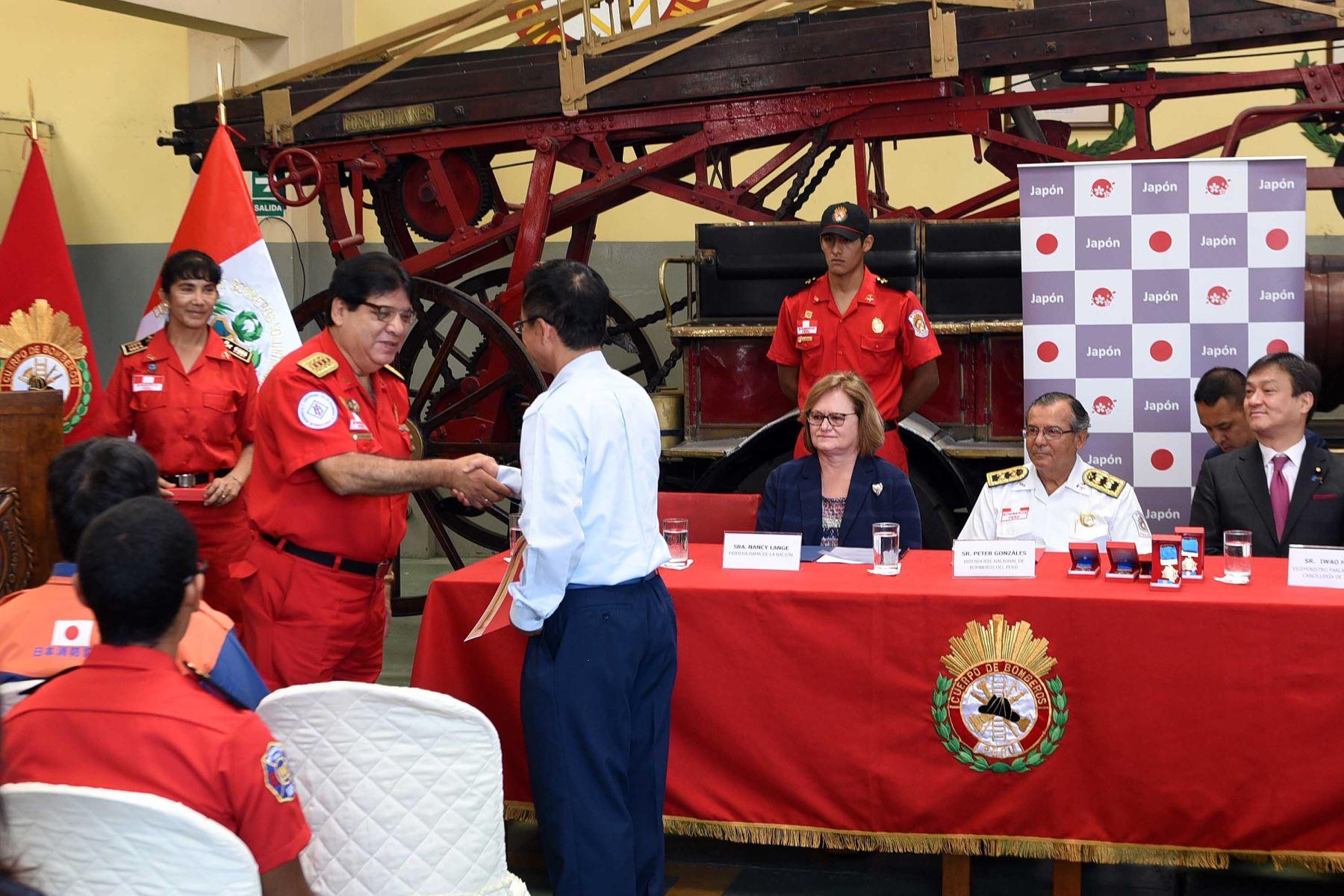 Gobierno de Japón y asociación de bomberos japonés dona unidades a CGBVP.