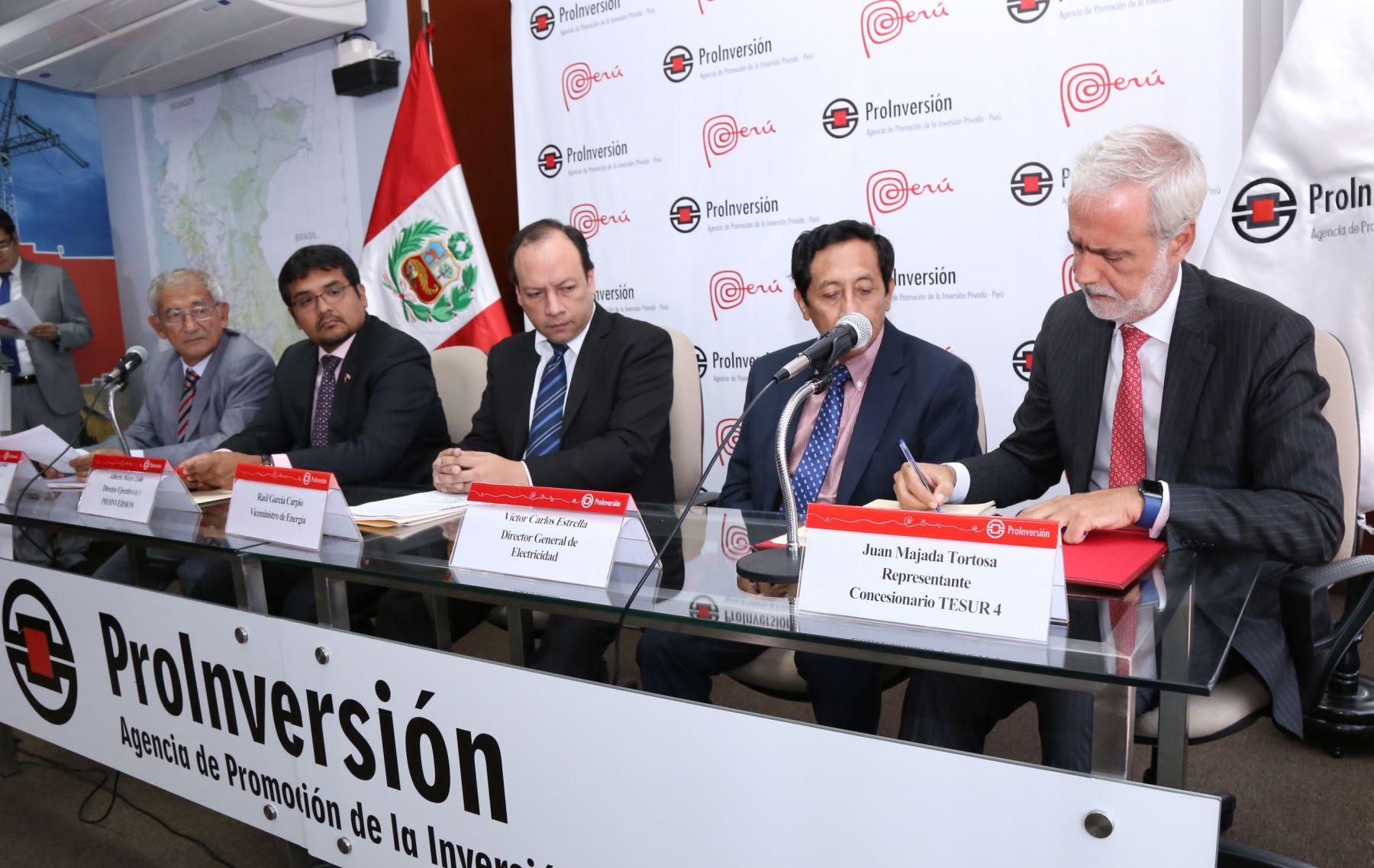 Firma del contrato de concesión del proyecto Línea de Transmisión Eléctrica Tintaya - Azángaro 220v. Foto: ANDINA/Difusión