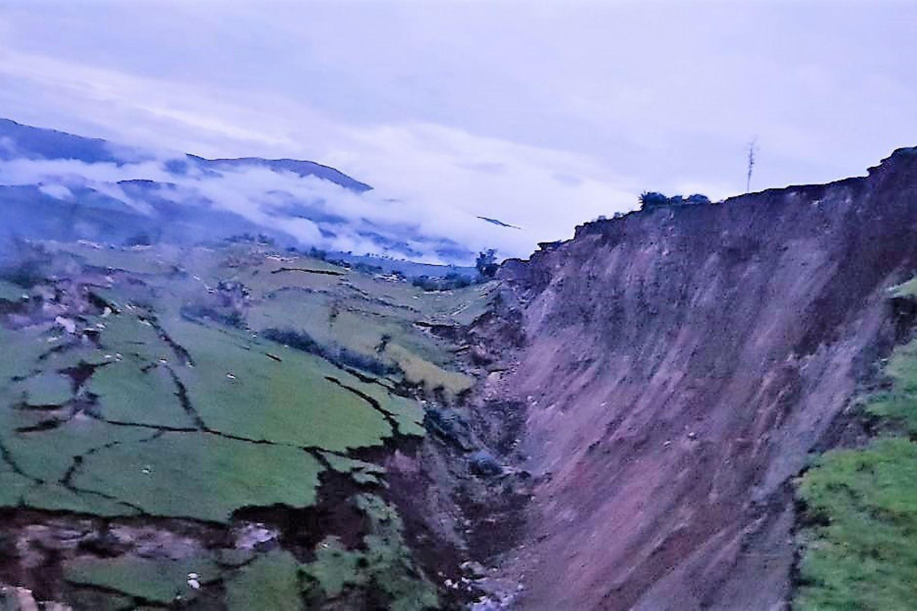 Falla geológica destruye casas, centro de salud y camino en distrito de Llusco, en Cusco. ANDINA