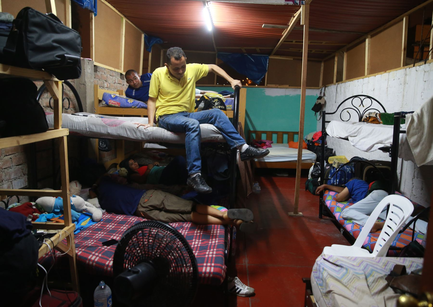 90 Inmigrantes venezolanos, conviven en reducidas habitaciones de albergue ubicado en la calle Los Olmos 248, urbanización Canto Bello, San Juan de Lurigancho. Foto: ANDINA/Vidal Tarqui