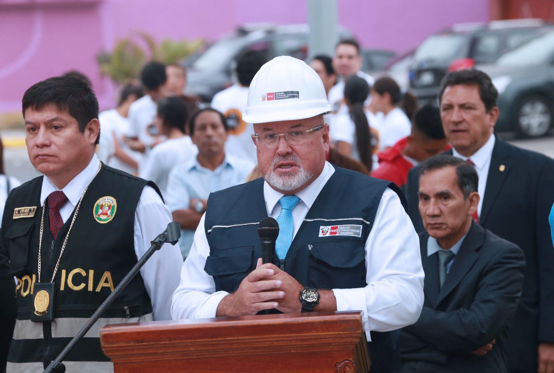 El ministro de Vivienda, Carlos Bruce, inaugura el nuevo bulevar Precursores, en el distrito de San Miguel, que beneficiará a más de 28,000 vecinos. Foto: ANDINA/Norman Córdova