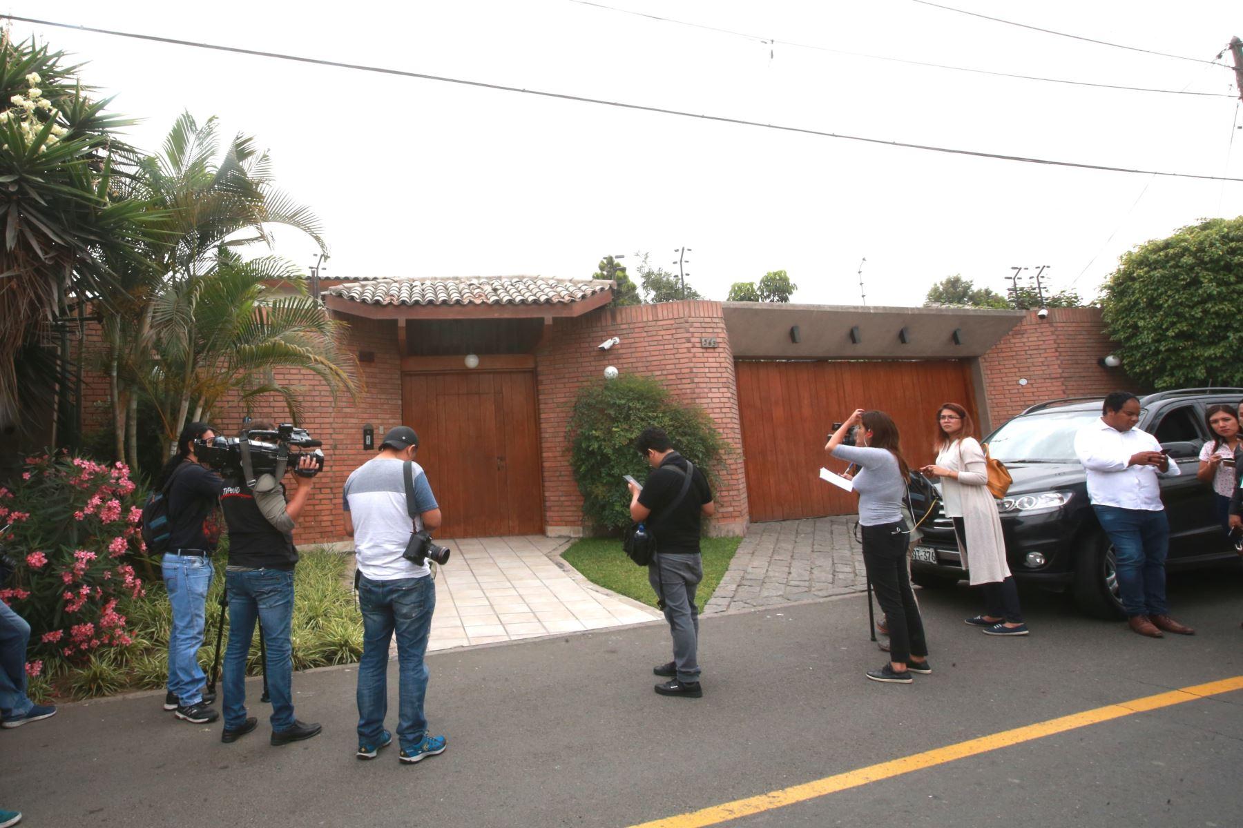 Fiscalia de lavado de activos interviene casa de Jaime Yoshiyama, en Urb. Camacho.Foto: ANDINA/Jhony Laurente