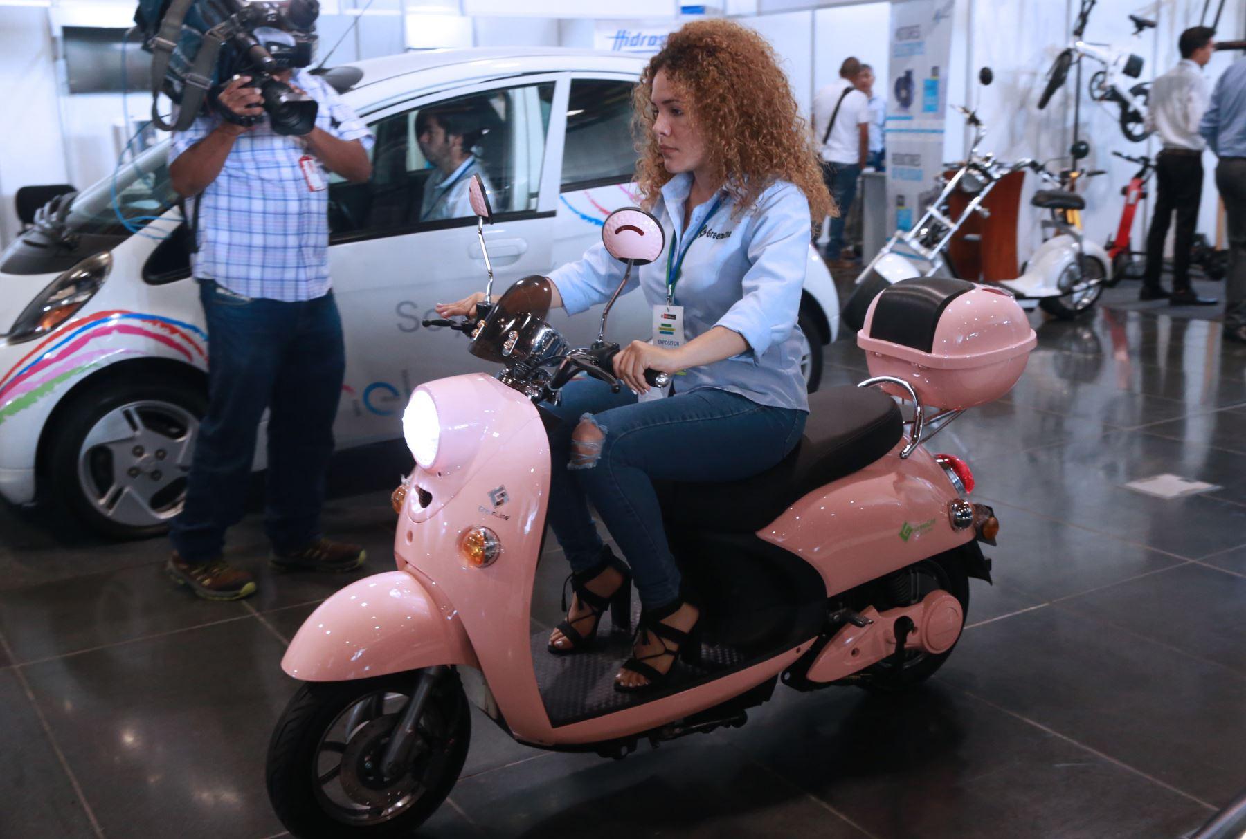 Moto 100% eléctrica. ANDINA/Norman Córdova