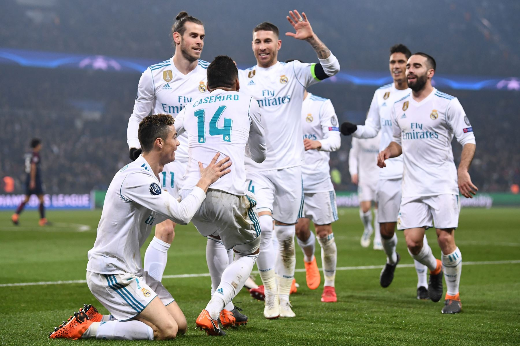 Real Madrid celebra el triunfo de  2 a 1 al  Paris Saint-Germain , en la ronda de octavos de final de la UEFA Champions League.Foto:AFP