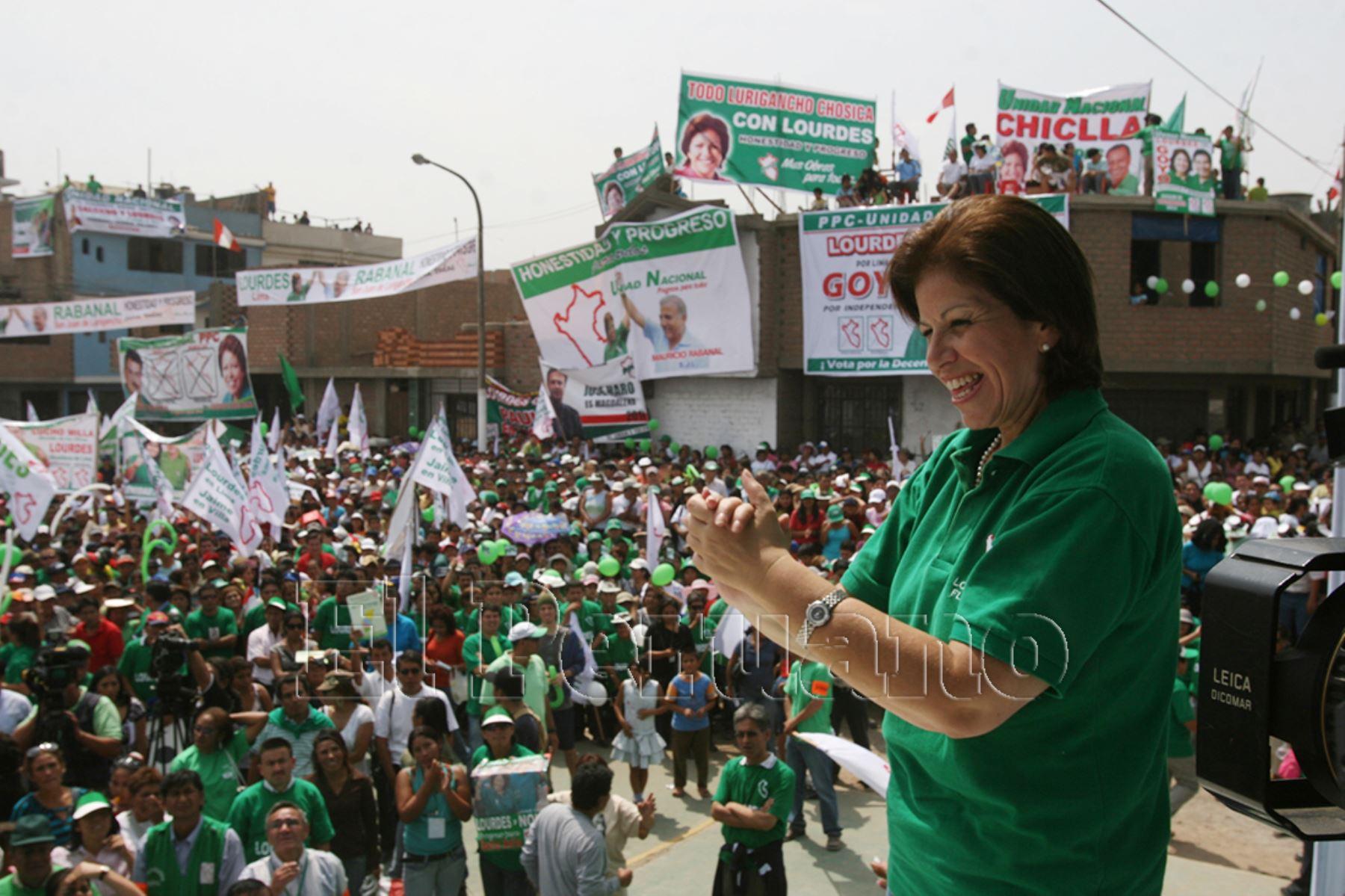 Lourdes Flores Nano excandidata presidencial en dos oportunidades (2001-2006) y una vez a la alcaldía de Lima (2010). Es alta dirigente del Partido Popular Cristiano (PPC).