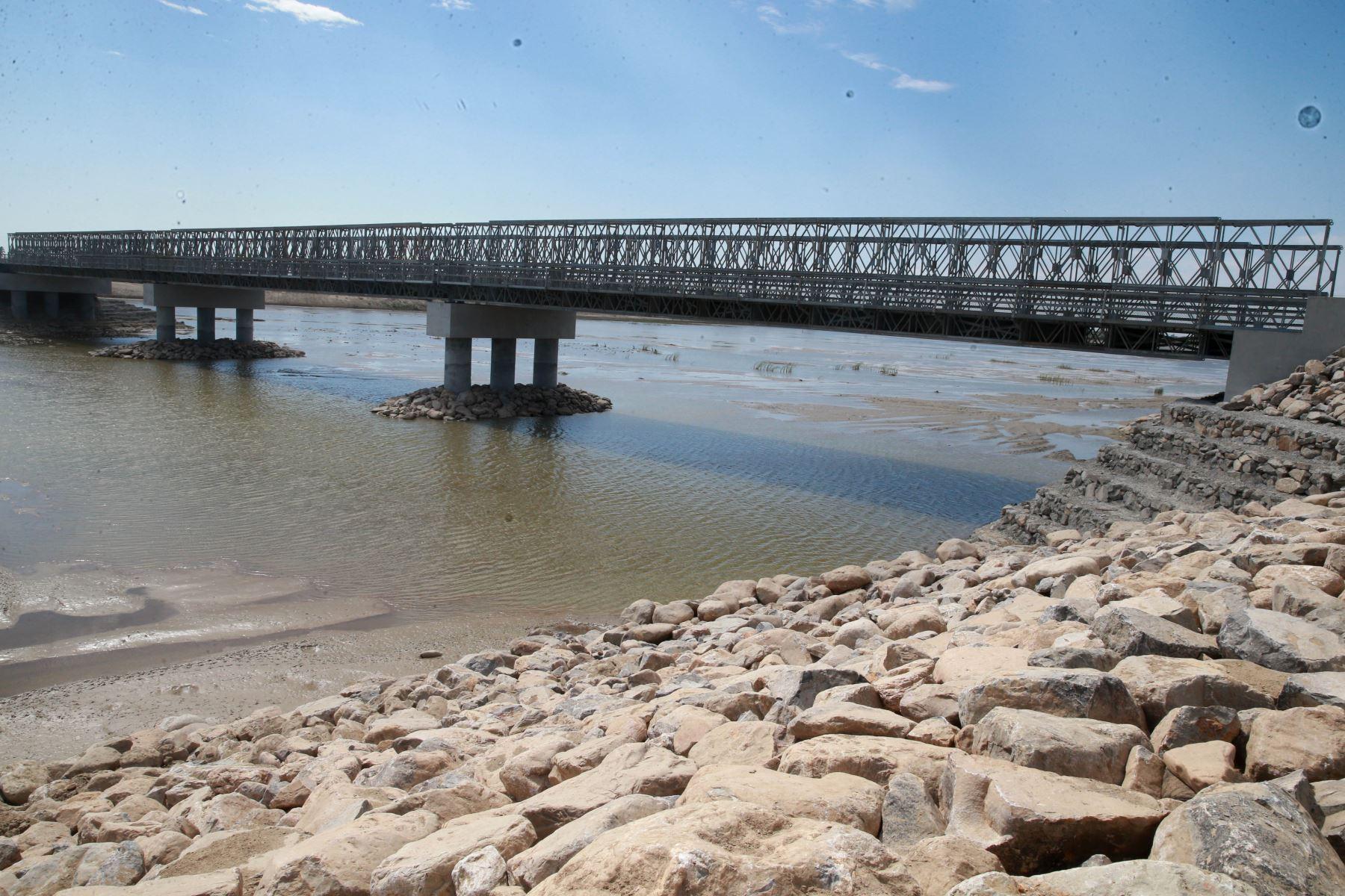 Puente Independencia sobre el río Piura. ANDINA/Vidal Tarqui