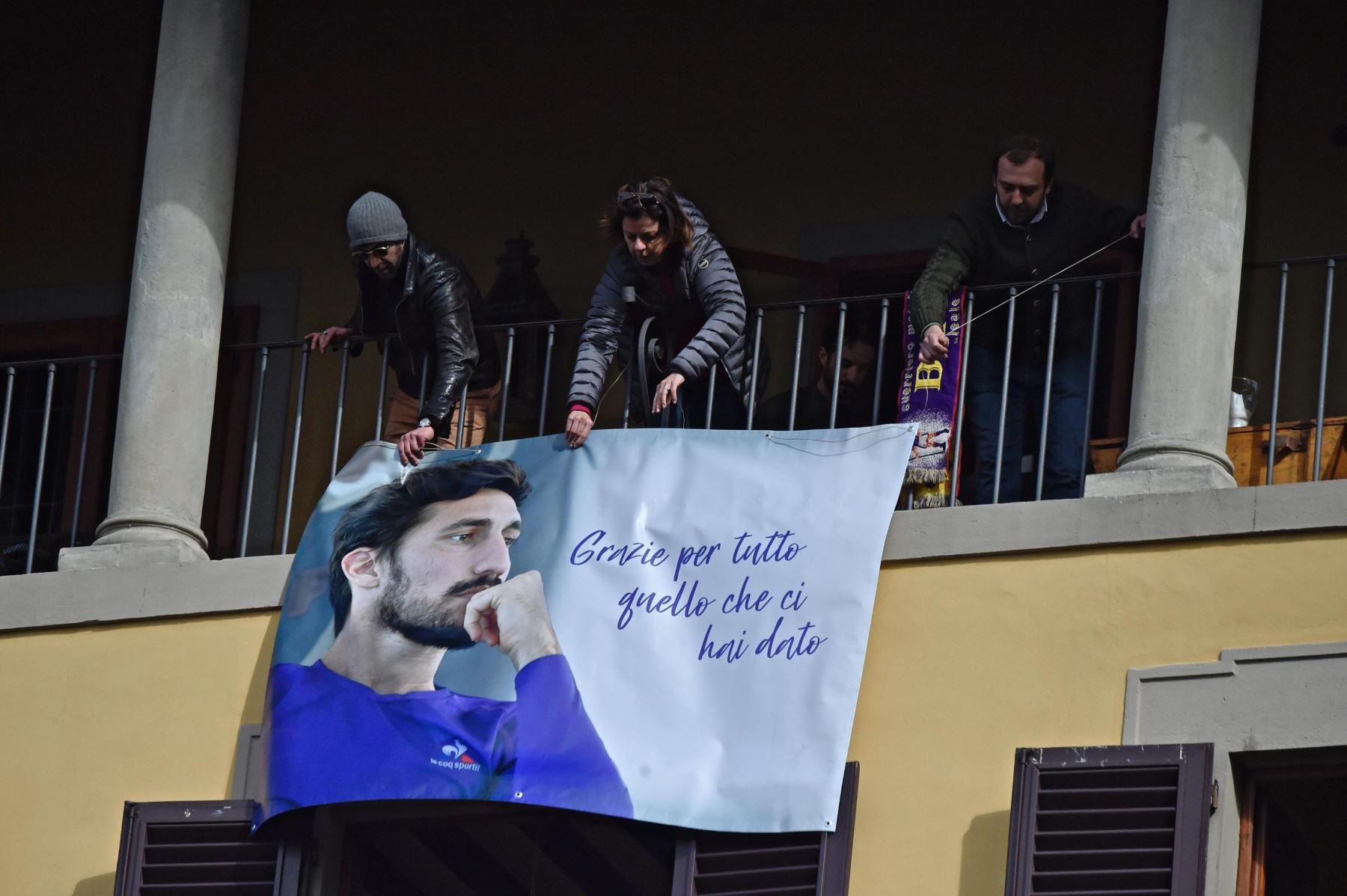 Aficionados despiden al capitán de la Fiorentina. Foto: EFE