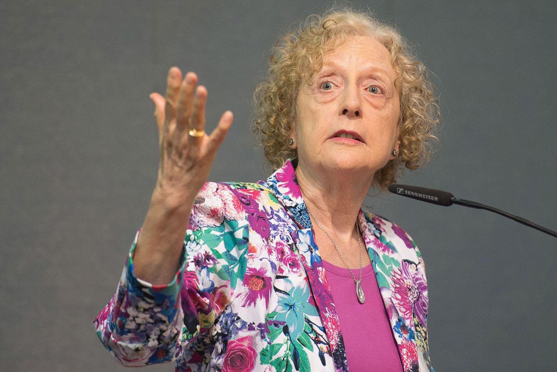 """Carole Pateman (Política y feminista). """"La construcción patriarcal de la diferencia entre la masculinidad y la feminidad es la diferencia política entre la libertad y el sometimiento"""". Foto: Wilkipedia"""