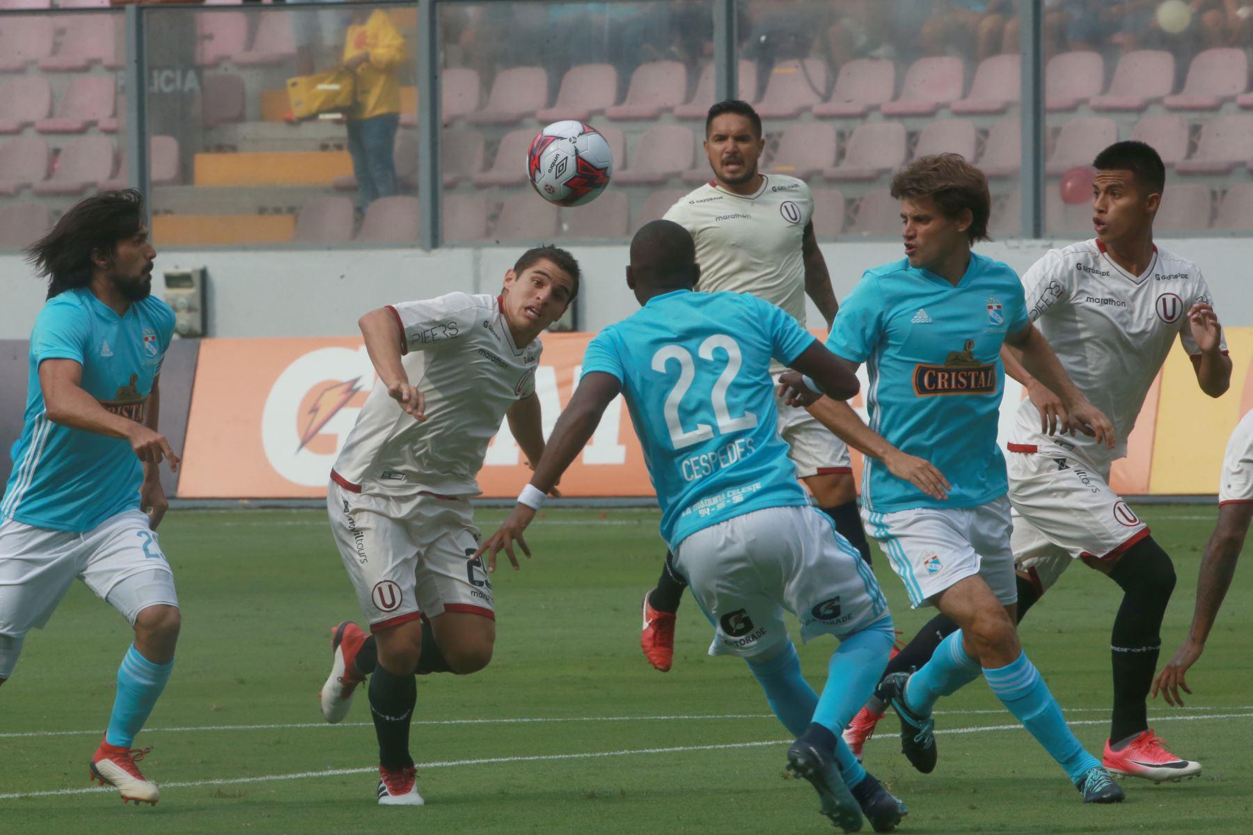 Universitario y Cristal igualaron está tarde 1-1 en el Estado Nacional. Foto:ANDINA/ Jhony Laurente