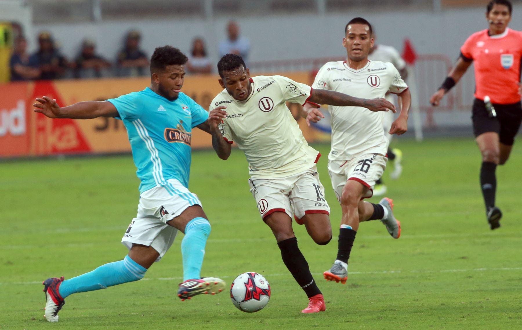 Universitario empató    1-1 con Cristal en el Estado Nacional . Foto:ANDINA/ Jhony Laurente