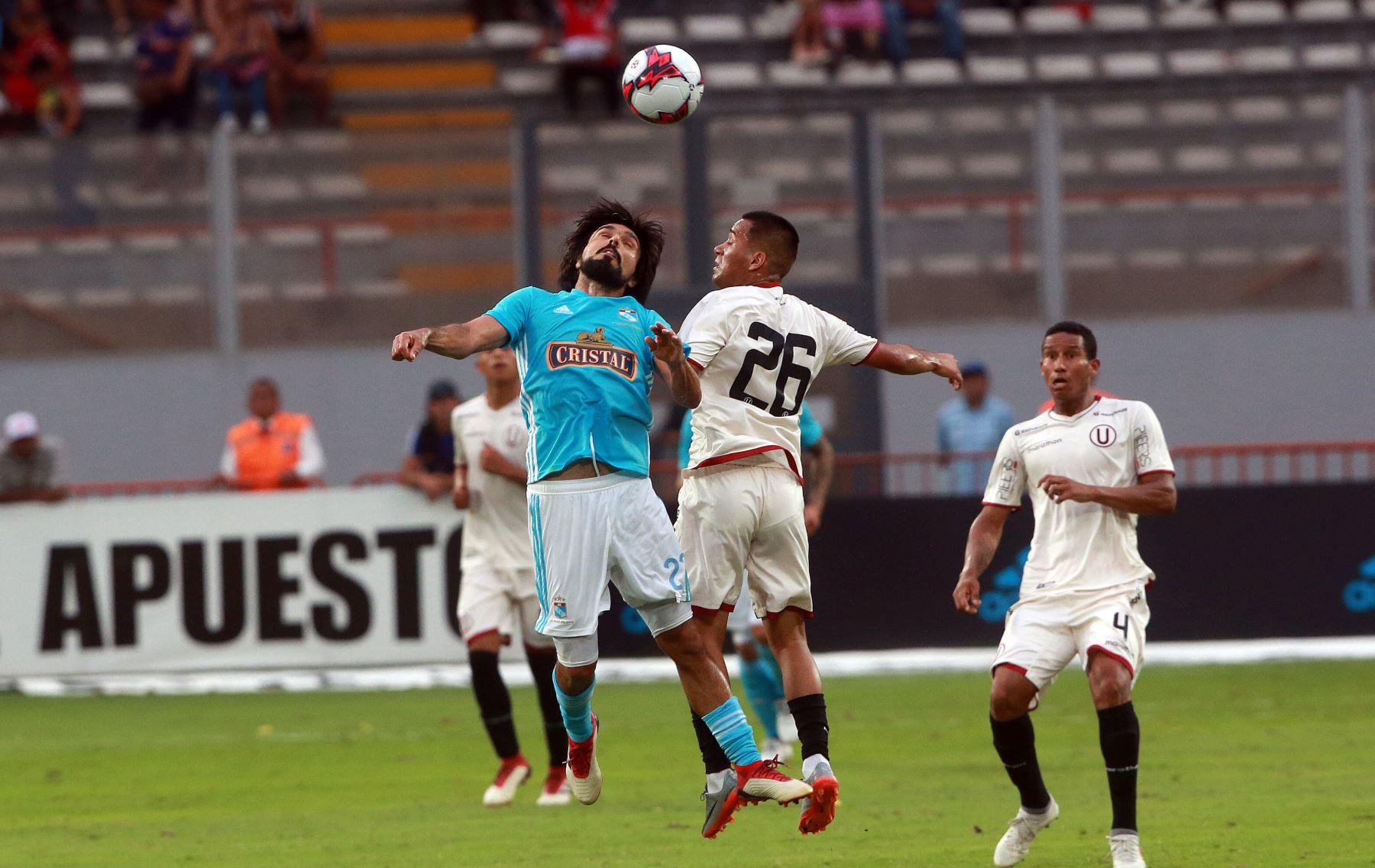 Universitario y Cristal igualaron está tarde 1-1 en el Estado Nacional en partido válido por la fecha siete del Grupo A del Torneo de Verano,en el estadio nacional. Foto:ANDINA/ Jhony Laurente