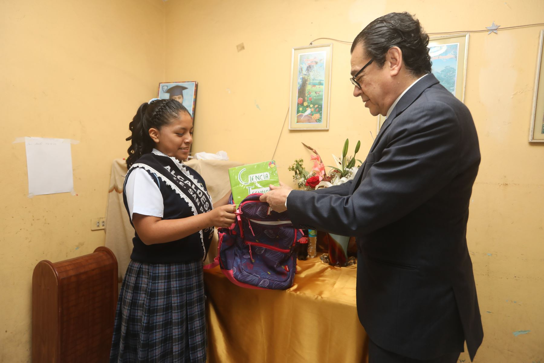 Ministro de justicia y derechos humanos Enrique Mendoza inaugura el buen año escolar 2018 en Chimbote. Foto: ANDINA/ MINJUS