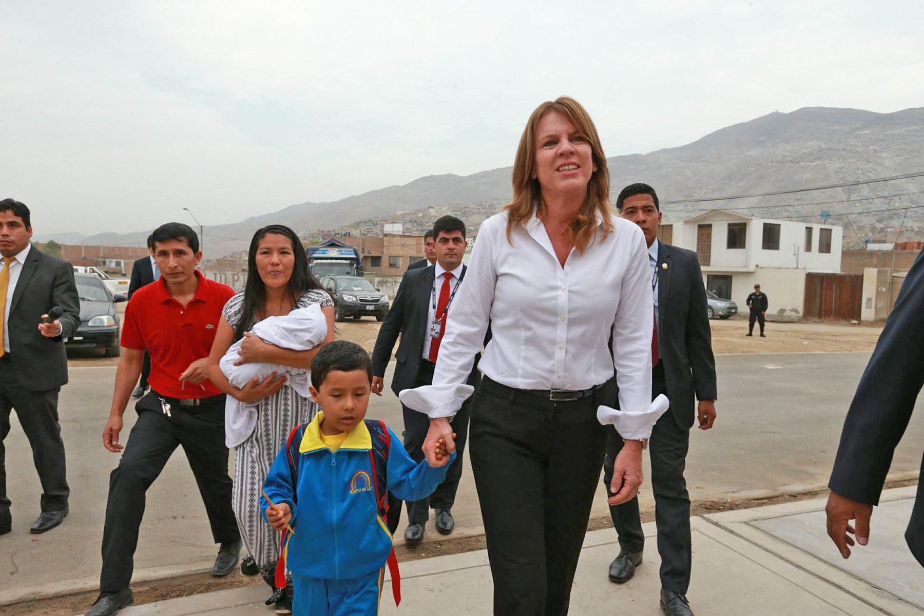 La ministra de Relaciones Exteriores Cayetana Aljovín,  inaugura el buen año escolar 2018 en Manchay. Foto: ANDINA/ Norman Cordova