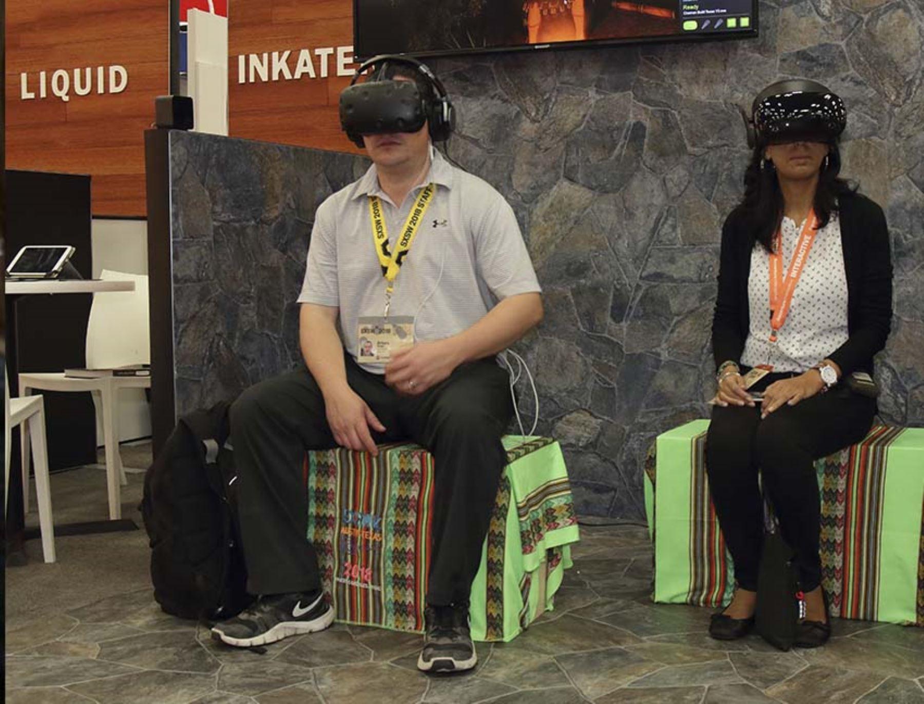 Los asistentes al stand de la Marca Perú en el SXSW pueden disfrutar de videos en realidad virtual para conocer los lugares turísticos peruanos. Foto: Promperú