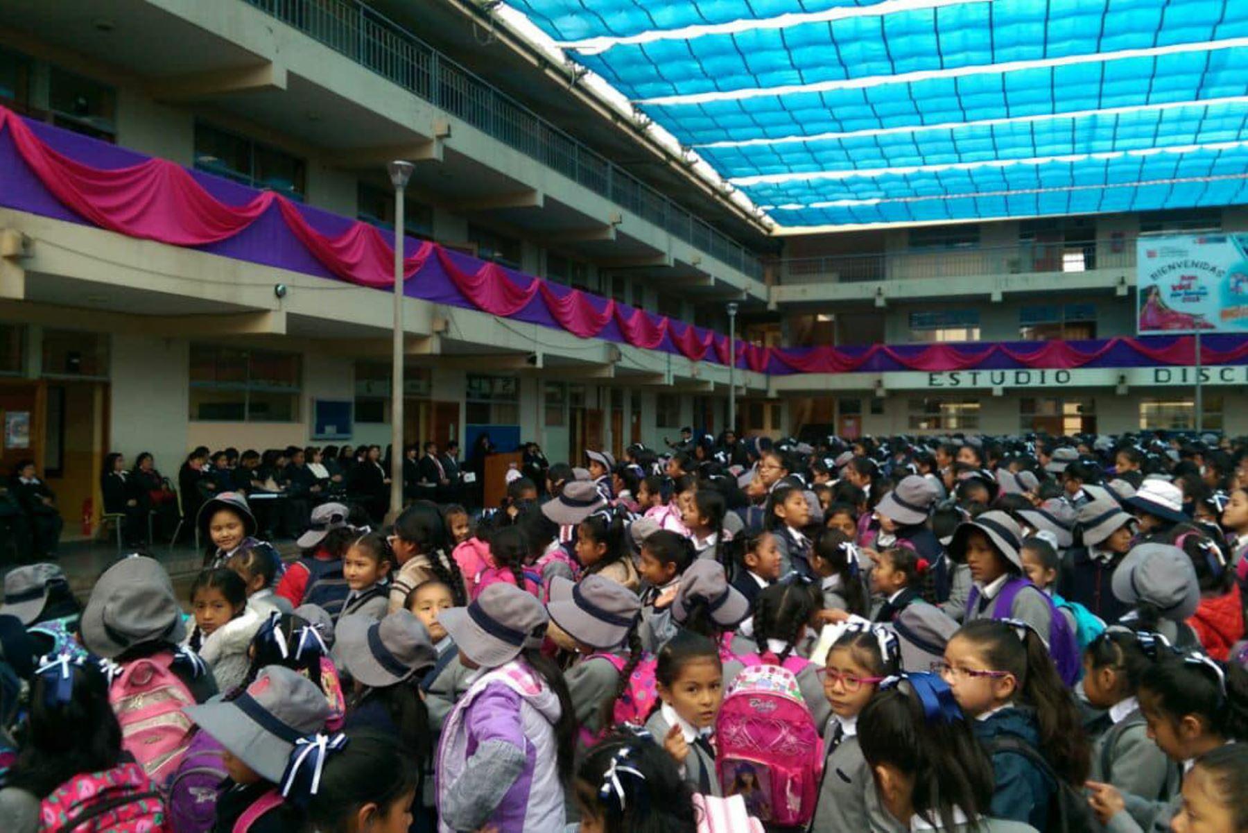 Policía garantiza la seguridad de escolares en Cusco y provincias. ANDINA/Percy Hurtado