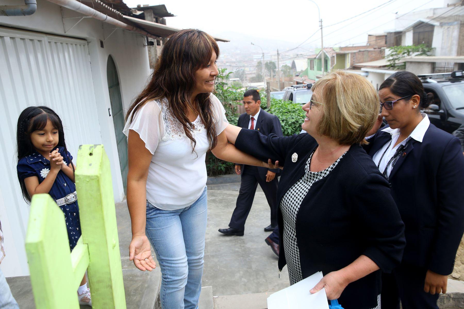 Jefe del Estado y Primera Dama participan en el inicio del año escolar 2018 en la IE Juan Guerrero Químper, Villa María del Triunfo. Foto: ANDINA/Prensa Presidencia.