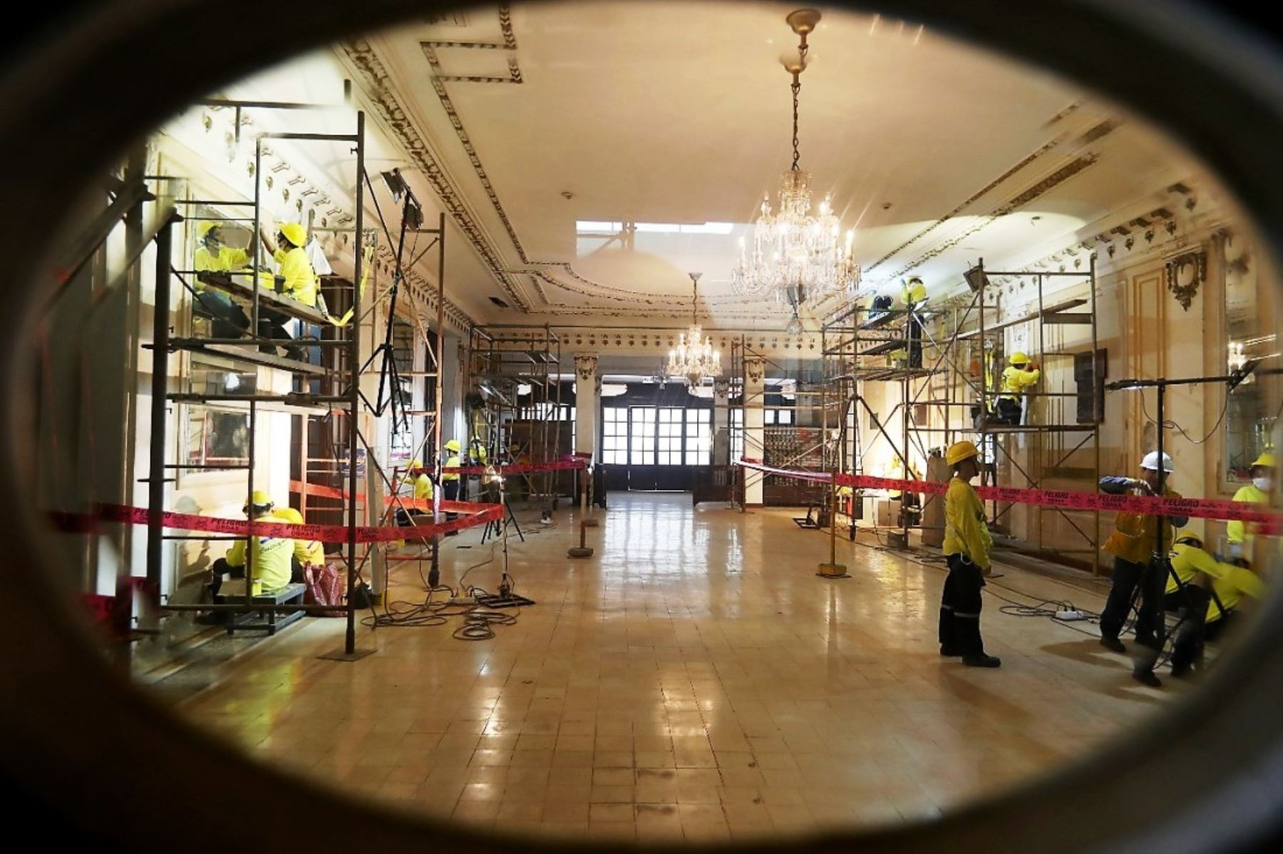 Alcalde de Lima supervisó trabajos de restauración del histórico teatro Segura. Foto: ANDINA/Difusión.