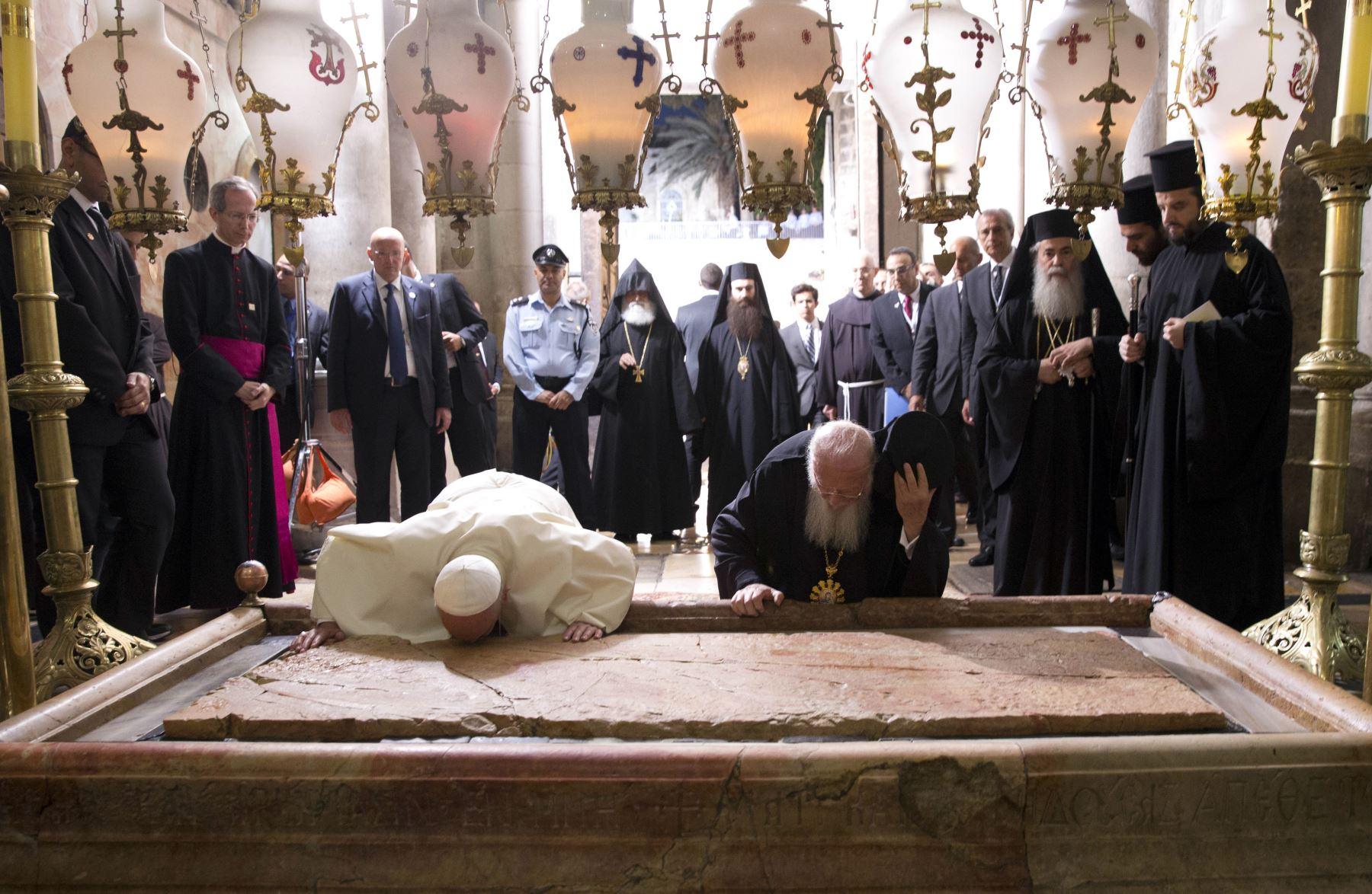 Papa Francisco visita el Santo Sepulcro. Foto: AFP