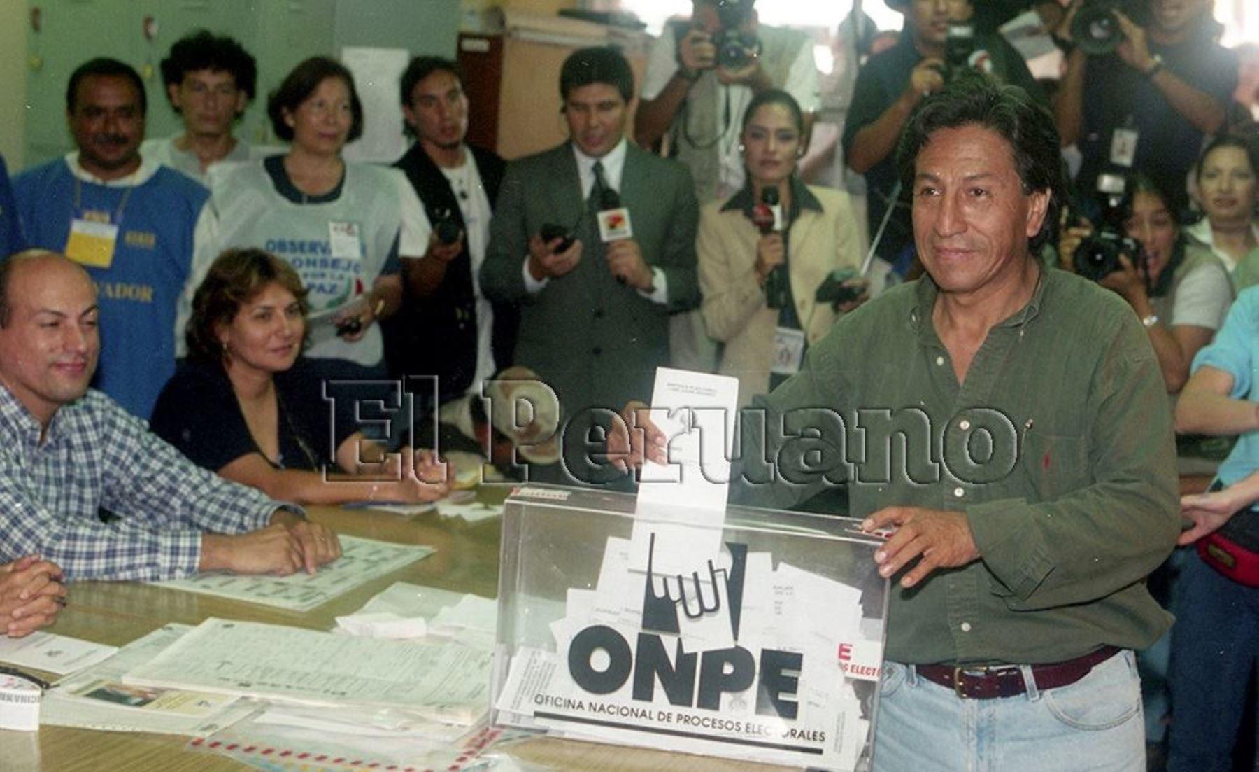 Luego del derrumbe del gobierno de Alberto Fujimori, Toledo disputó las elecciones presidenciales del año 2000. Pasó a la segunda vuelta con Alan García. Foto: ANDINA