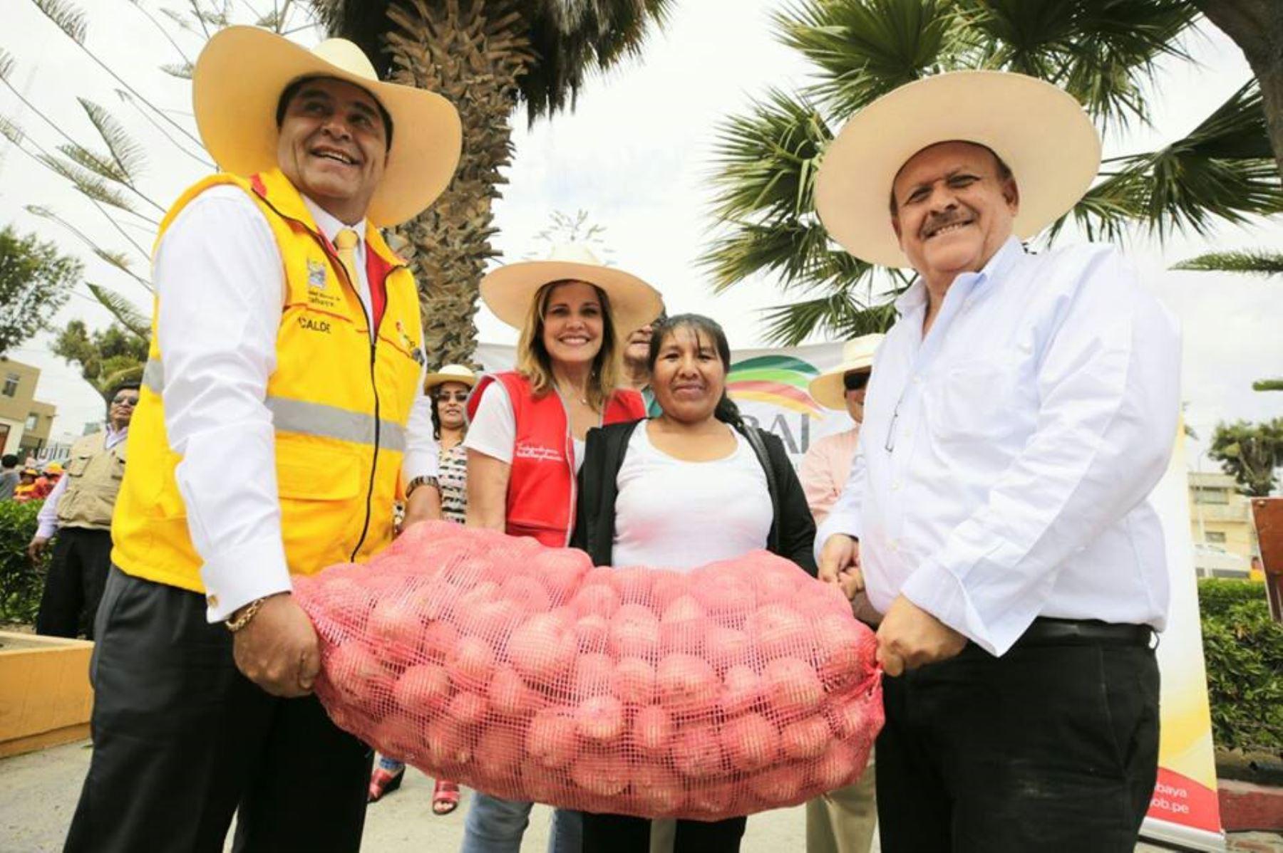 Agro Rural entrega 49 toneladas de papa adquirida a agricultores de Arequipa. ANDINA