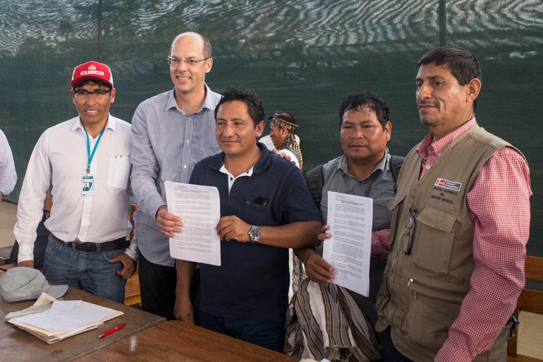 Concesionaria de gas de Camisea TGP y comunidades indígenas de Megantoni, en Cusco, firman acuerdo. ANDINA/Difusión