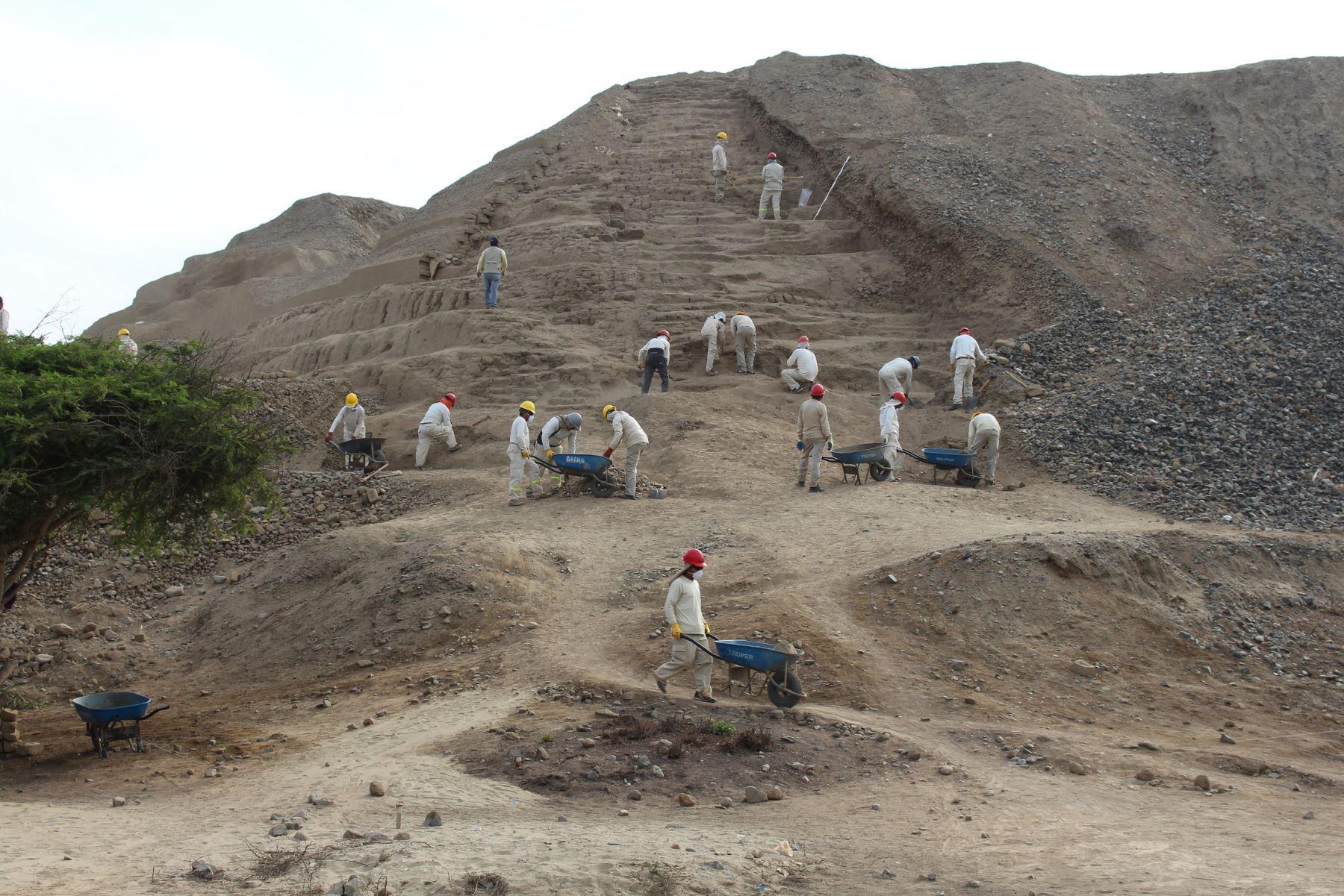 Hallan tercera escalinata en la huaca Toledo, en el complejo arqueológico Chan Chan. ANDINA/Luis Puell