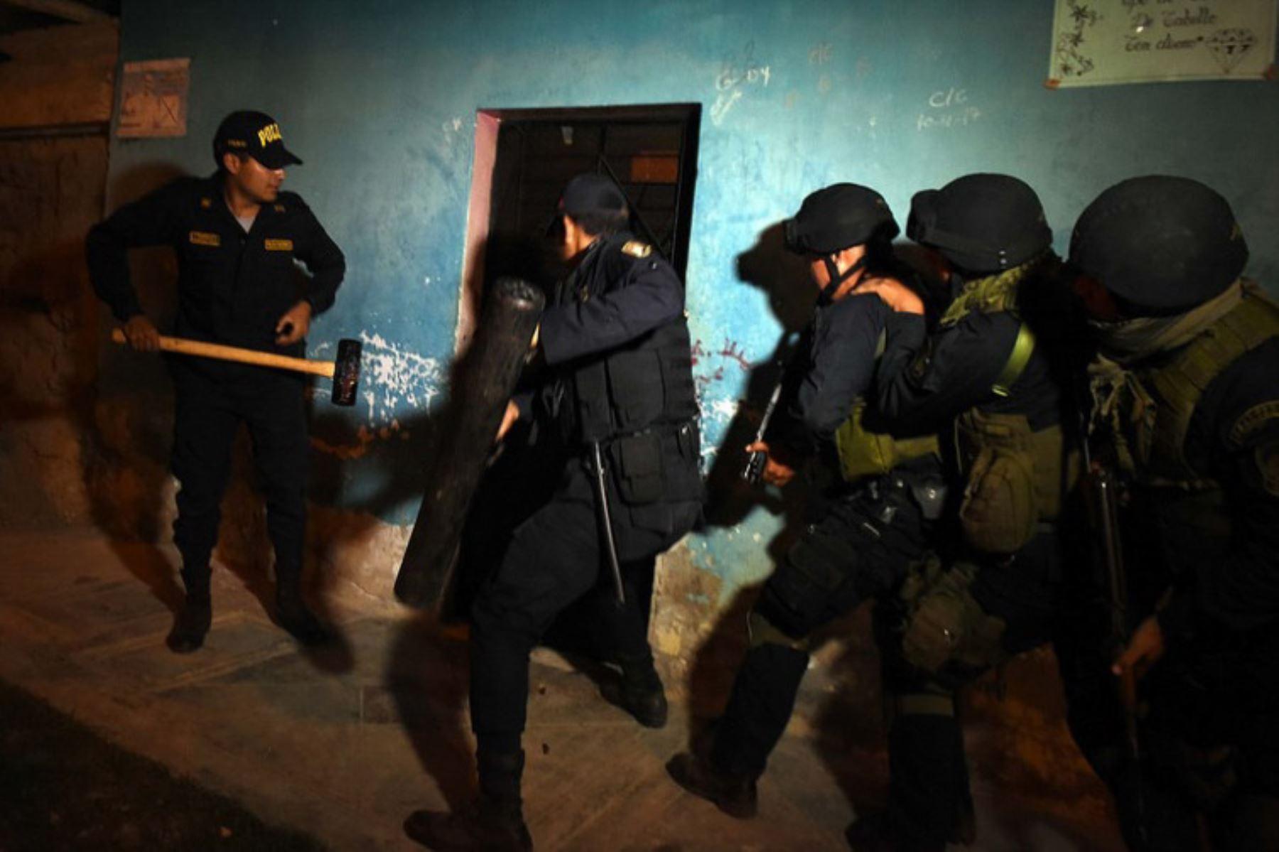 Capturan a 18 presuntos miembros de banda criminal dedicada al tráfico de terrenos en Mala, Cañete. ANDINA/Difusión