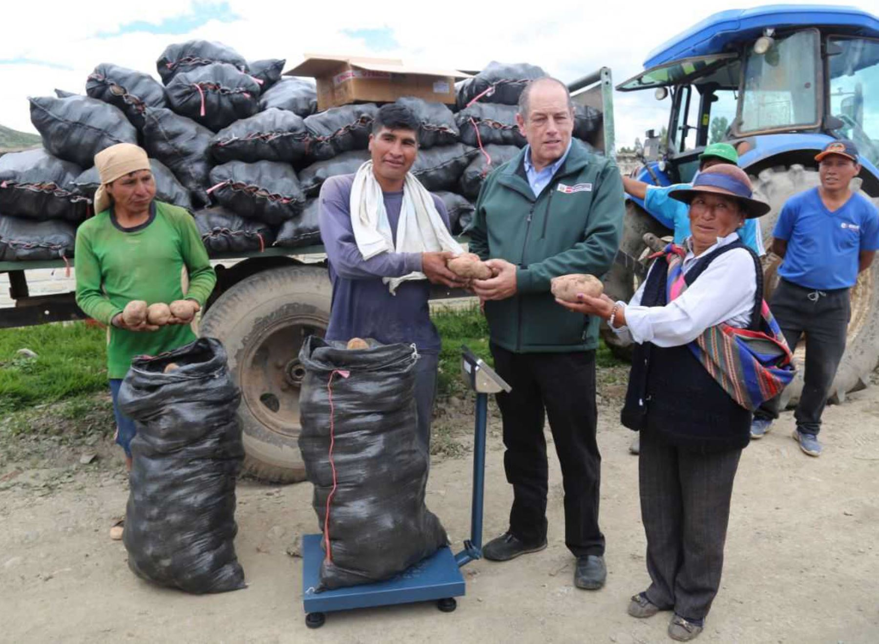 El Ministerio de Agricultura y Riego (Minagri), en cumplimiento al Decreto de Urgencia 002-2018, viene comprando hasta la fecha en la región Apurímac 6,357 toneladas de papa a los pequeños y medianos agricultores afectados por un excedente en su producción.