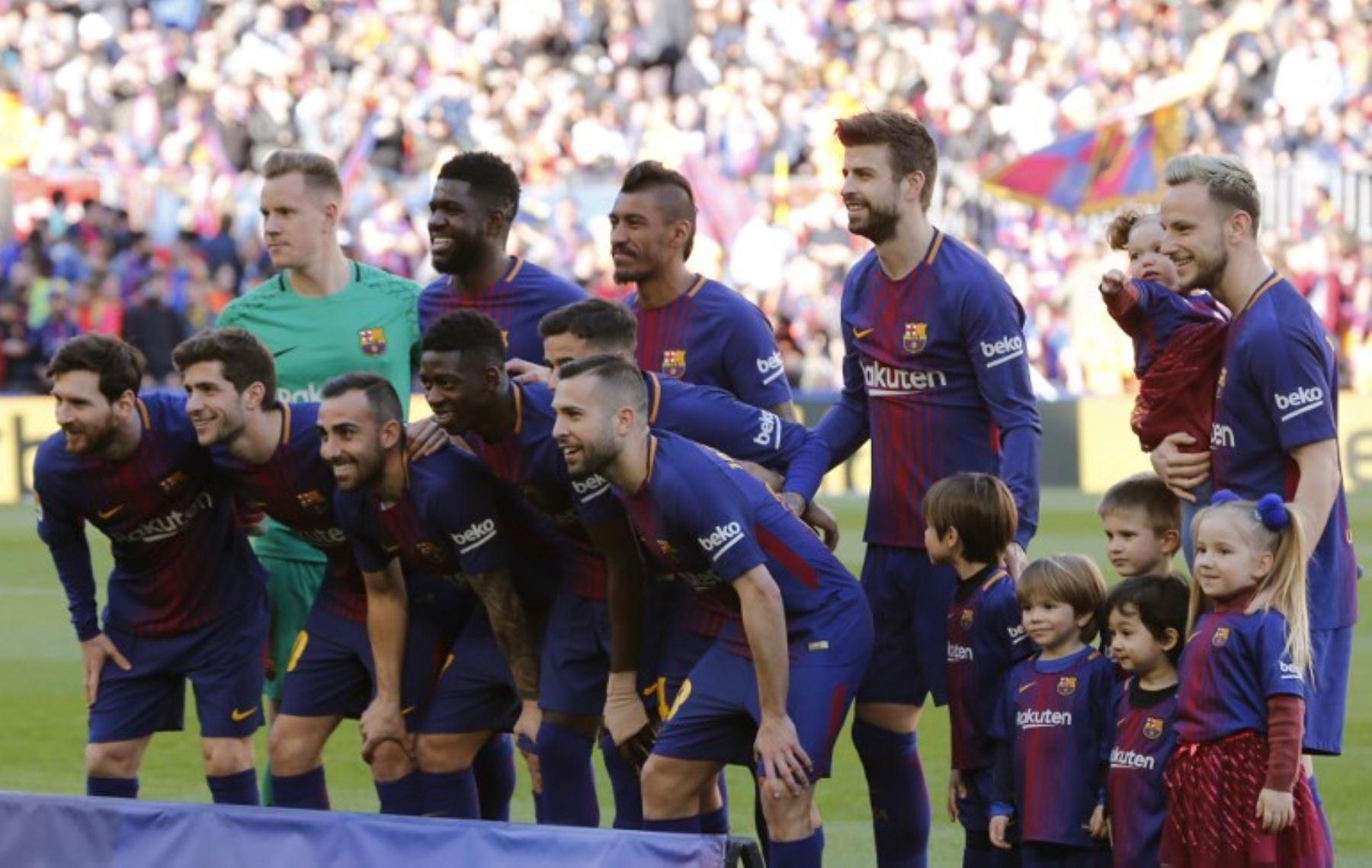 Los jugadores del Barcelona posan antes del partido de fútbol de la Liga española entre el FC Barcelona y el Athletic Club Bilbao en el estadio Camp Nou de Barcelona.Foto:AFP
