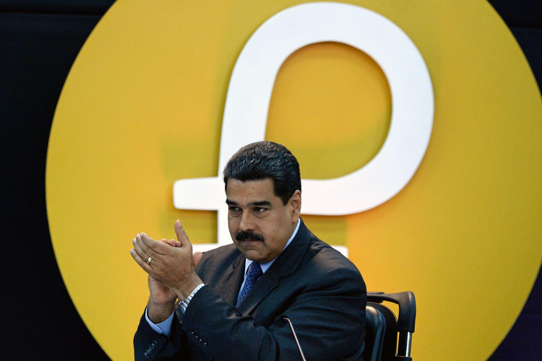 Nicolás Maduro durante el lanzamiento del petro. Foto: AFP.