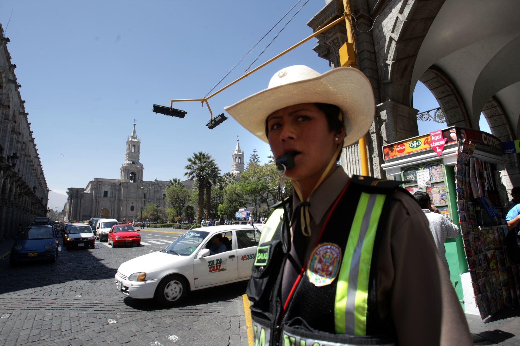 Más de 300 policías brindan seguridad en zonas turísticas de Arequipa . ANDINA/archivo