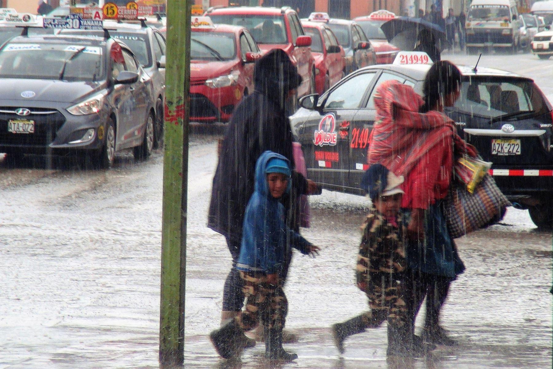 Desde esta tarde hasta el domingo 9 de setiembre se prevé lluvias de moderada intensidad y en forma localizada en la sierra sur del país, condición que pone en alerta a cinco regiones, informó el Servicio Nacional de Meteorología e Hidrología (Senamhi) al Centro de Operaciones de Emergencia Nacional (COEN). ANDINA/Archivo