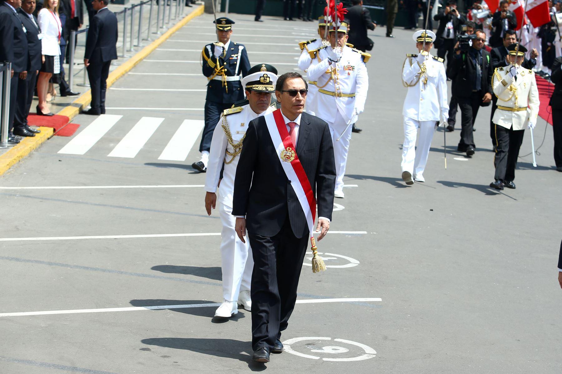 Presidente Martin Vizcarra se retira del Congreso de la República, tras su juramentación como Primer Mandatario de la Nación.  Foto: ANDINA/Melina Mejía
