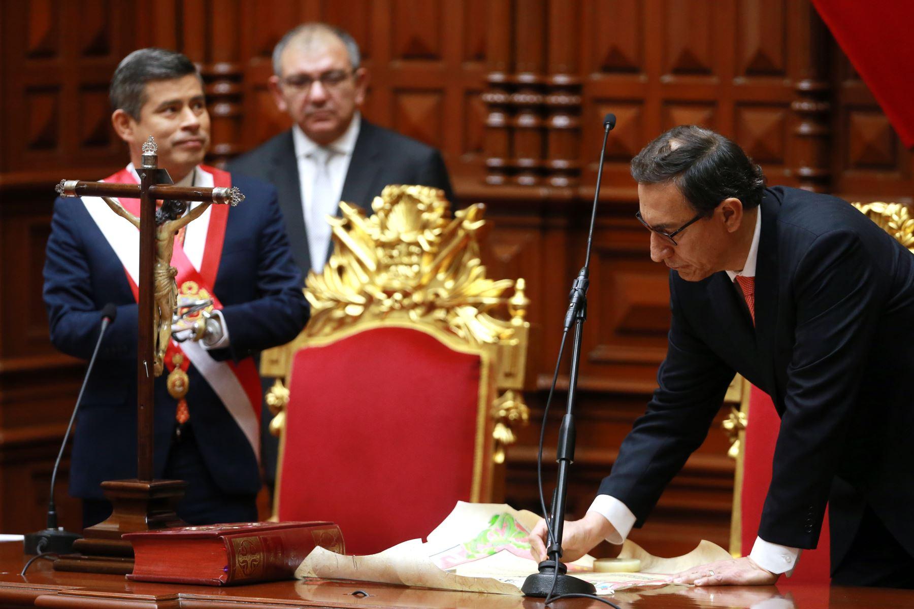 Martín Vizcarra jura como Presidente de la República.  Foto: ANDINA/Vidal Tarqui