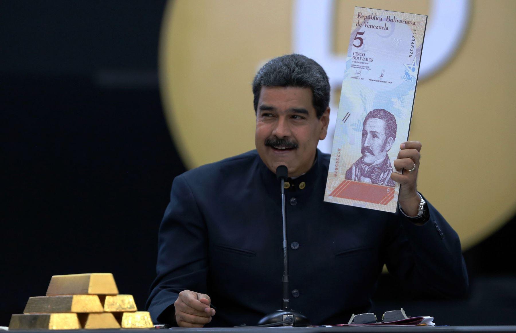 Nicolás Maduro durante la presentación del Petro. AFP