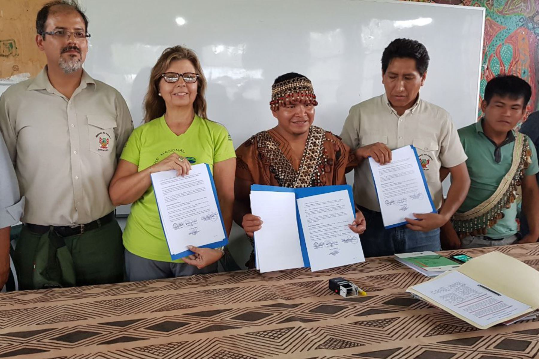 Comunidad indígena Yamino firma convenio con Sernanp para proteger al Parque Nacional Cordillera Azul. ANDINA/Difusión