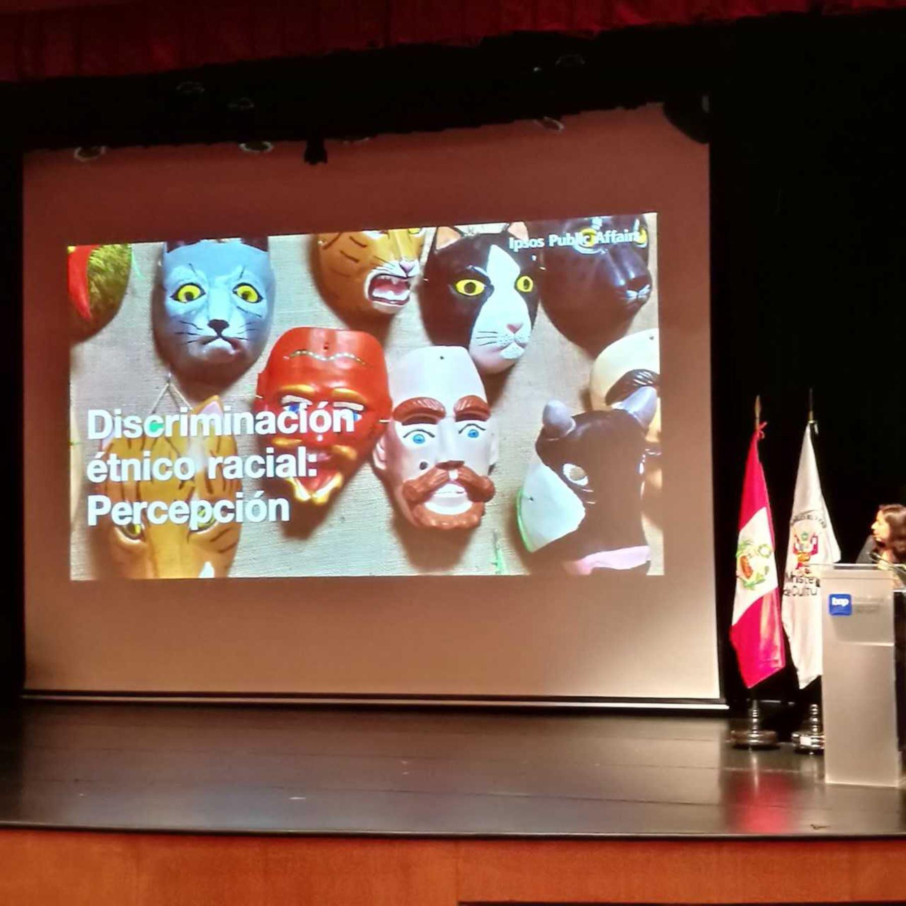 La mayoría de peruanos son racistas o muy racistas y también desconoce o no entiende lo que significa la diversidad cultural, revela la Primera Encuesta Nacional de Percepciones y Actitudes sobre Diversidad Cultural y Discriminación Étnico-Racial, planificada y dada a conocer hoy por el Ministerio de Cultura.
