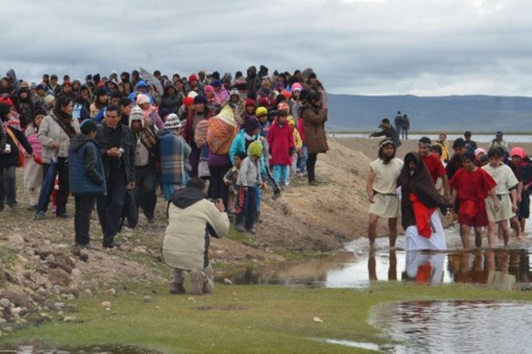 """La escenificación de la """"pesca milagrosa"""", cuando Jesús logra que sus apóstoles logren pescar abundante pescado cuando ellos se habían resignado a tener una jornada estéril, se desarrolló en el distrito de Carhuamayo, en la provincia de Junín, como parte de las celebraciones por Semana Santa."""