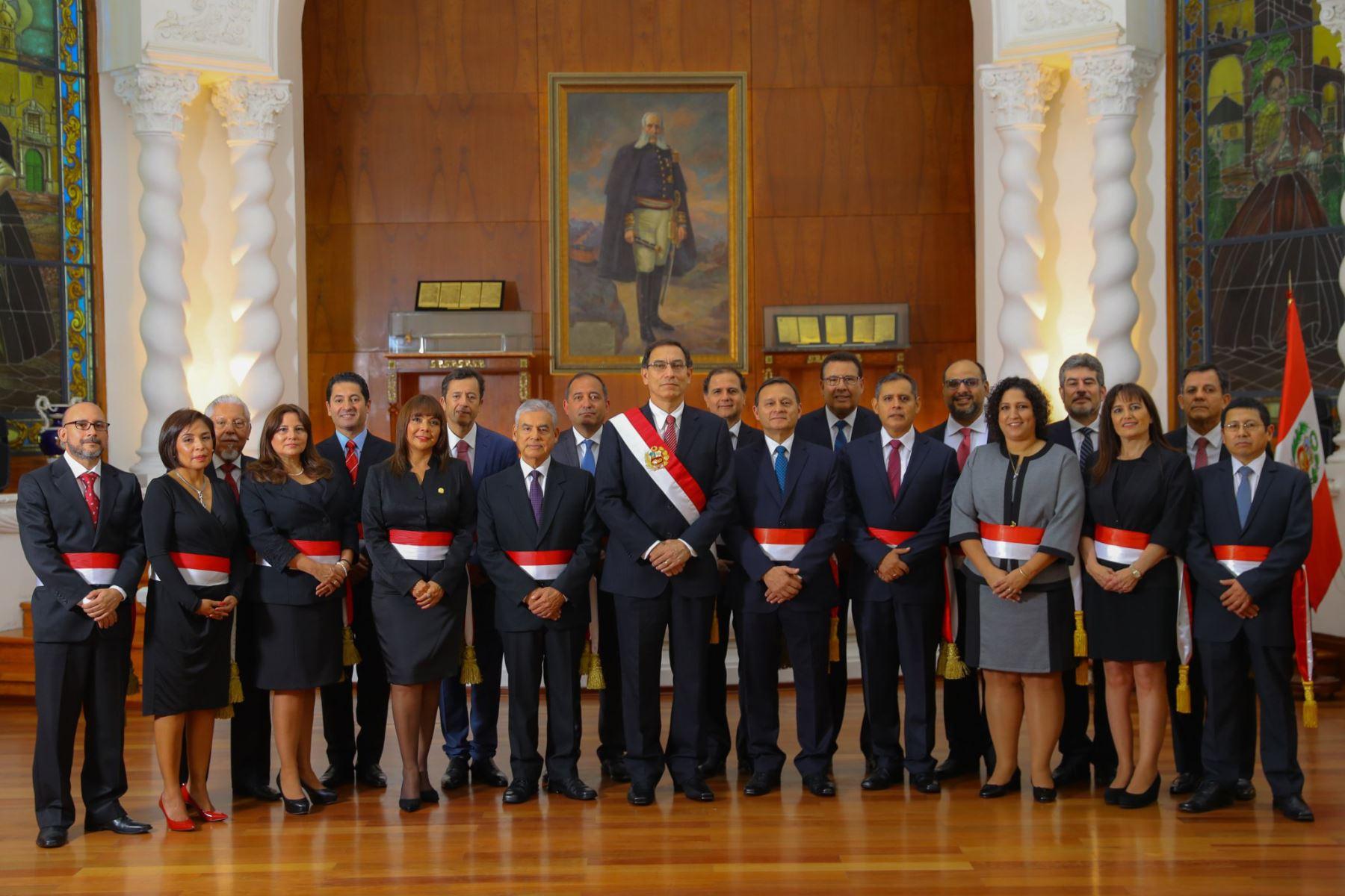 Presidente Vizcarra toma juramento a nuevo Gabinete encabezado por César Villanueva. Foto: ANDINA/ Andrés Valle